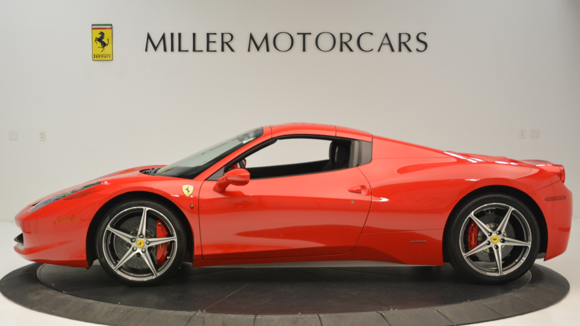Used 2015 Ferrari 458 Spider  For Sale In Greenwich, CT 2369_p16