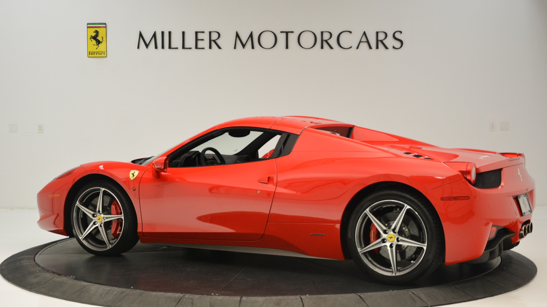 Used 2015 Ferrari 458 Spider  For Sale In Greenwich, CT 2369_p17