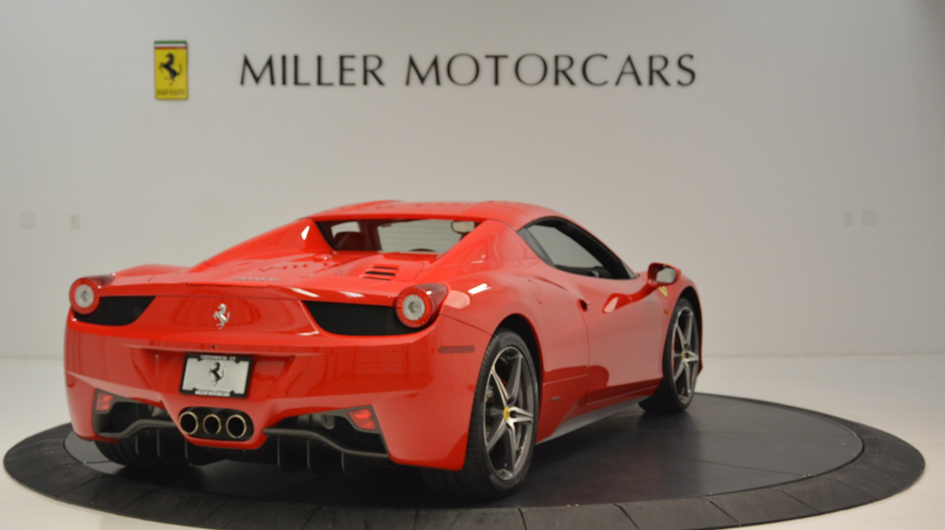 Used 2015 Ferrari 458 Spider  For Sale In Greenwich, CT 2369_p20