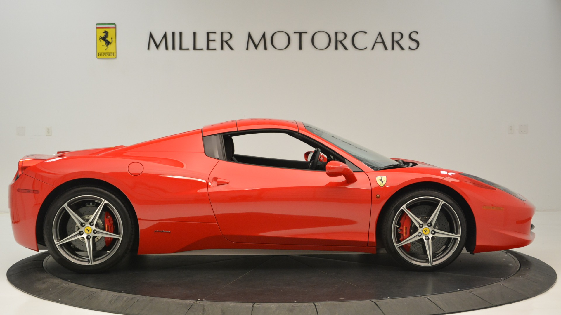 Used 2015 Ferrari 458 Spider  For Sale In Greenwich, CT 2369_p22