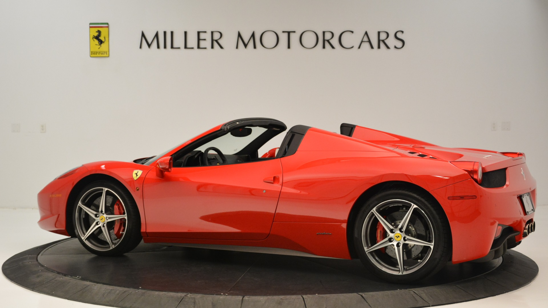Used 2015 Ferrari 458 Spider  For Sale In Greenwich, CT 2369_p5