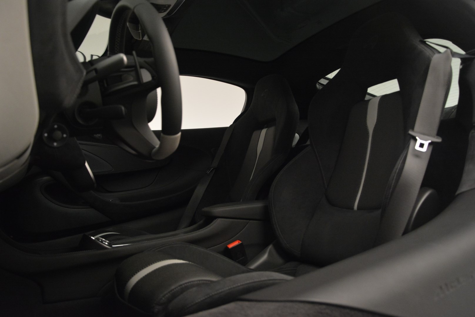 Used 2018 McLaren 570GT  For Sale In Greenwich, CT 2442_p17