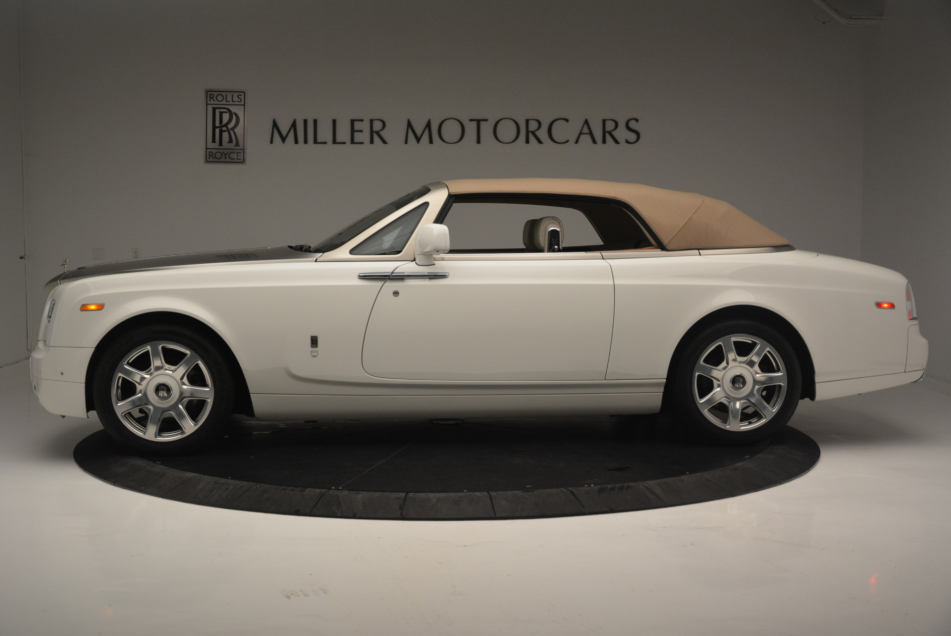 Used 2013 Rolls-Royce Phantom Drophead Coupe  For Sale In Greenwich, CT 2444_p10
