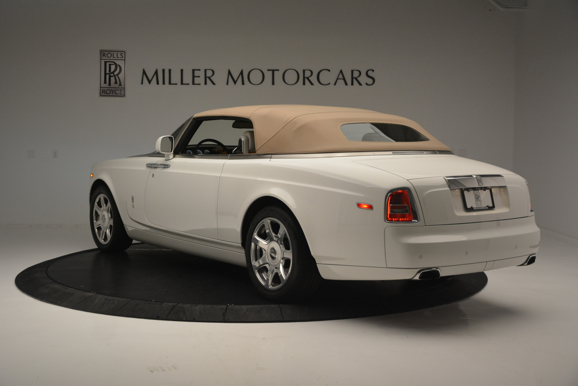 Used 2013 Rolls-Royce Phantom Drophead Coupe  For Sale In Greenwich, CT 2444_p11