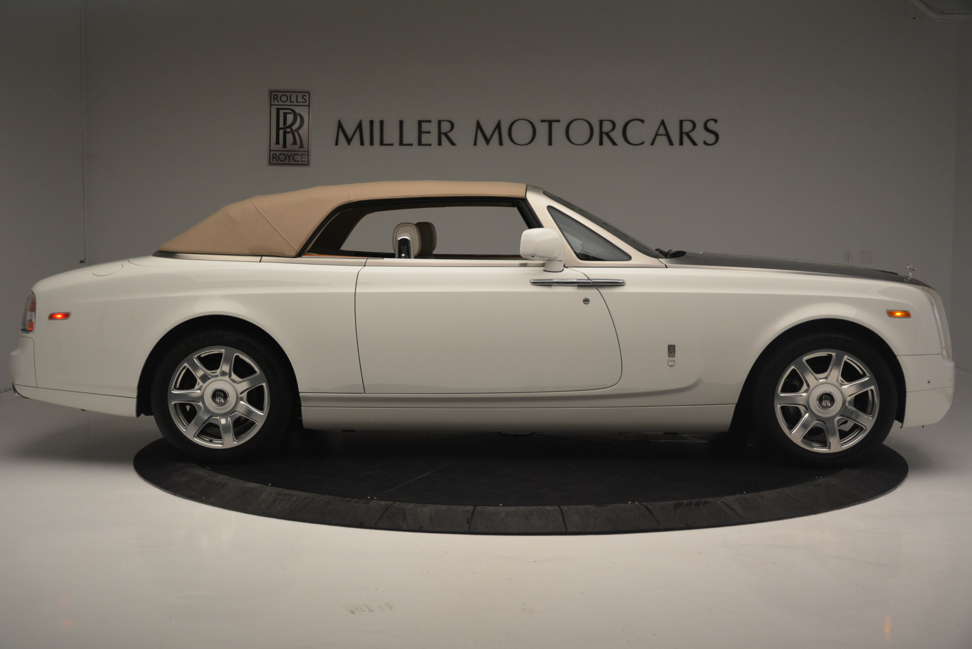 Used 2013 Rolls-Royce Phantom Drophead Coupe  For Sale In Greenwich, CT 2444_p14