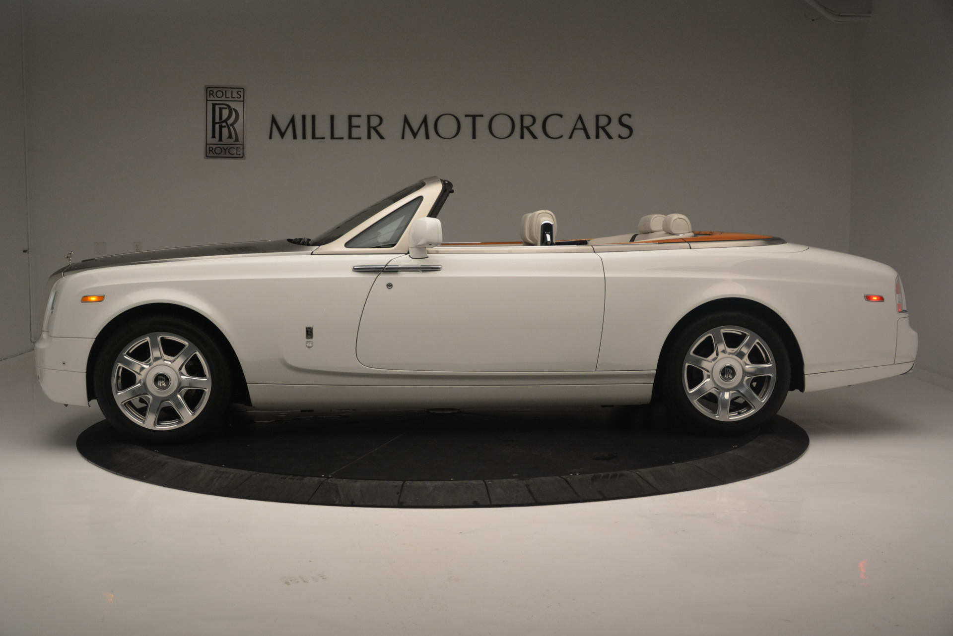 Used 2013 Rolls-Royce Phantom Drophead Coupe  For Sale In Greenwich, CT 2444_p2