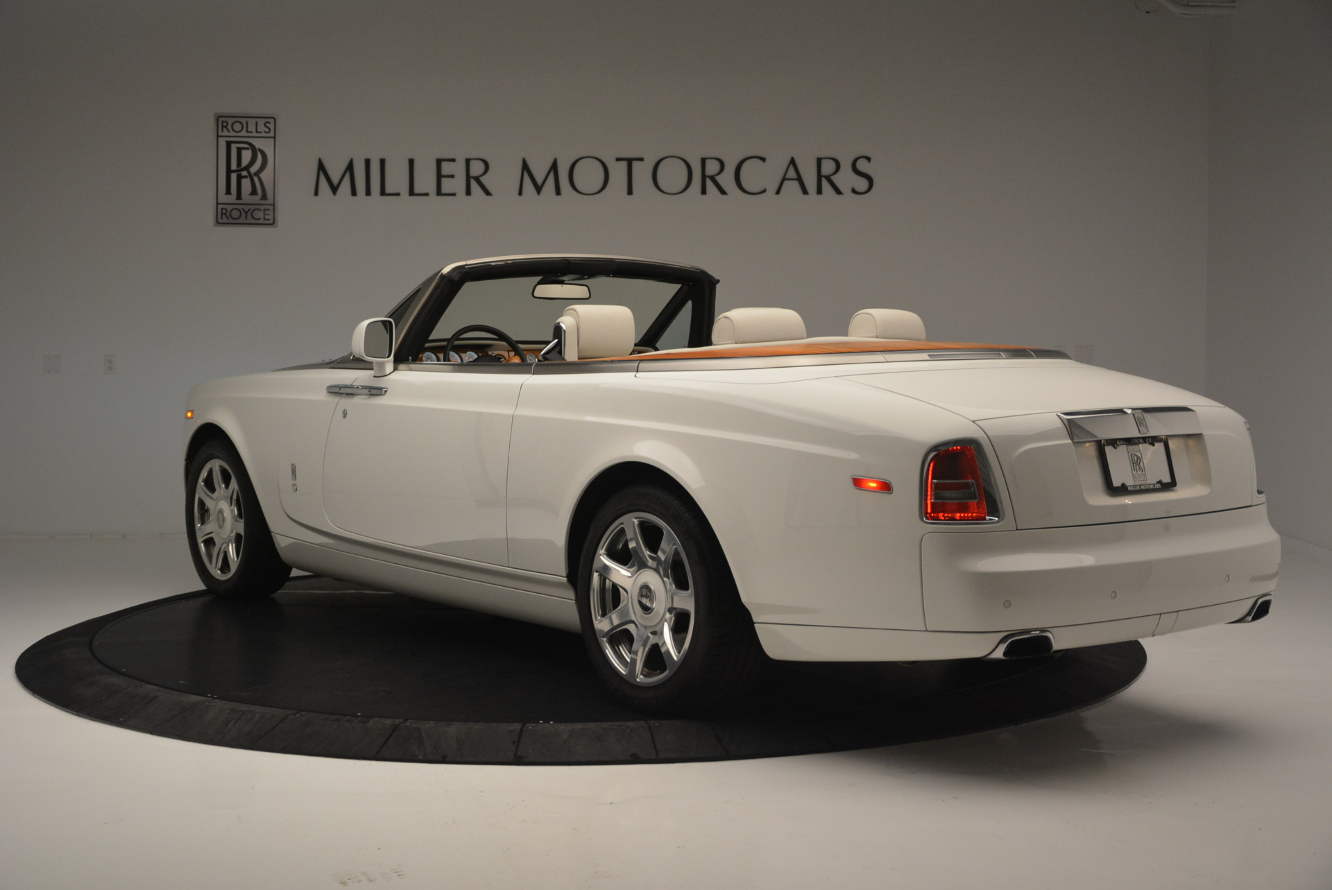 Used 2013 Rolls-Royce Phantom Drophead Coupe  For Sale In Greenwich, CT 2444_p3