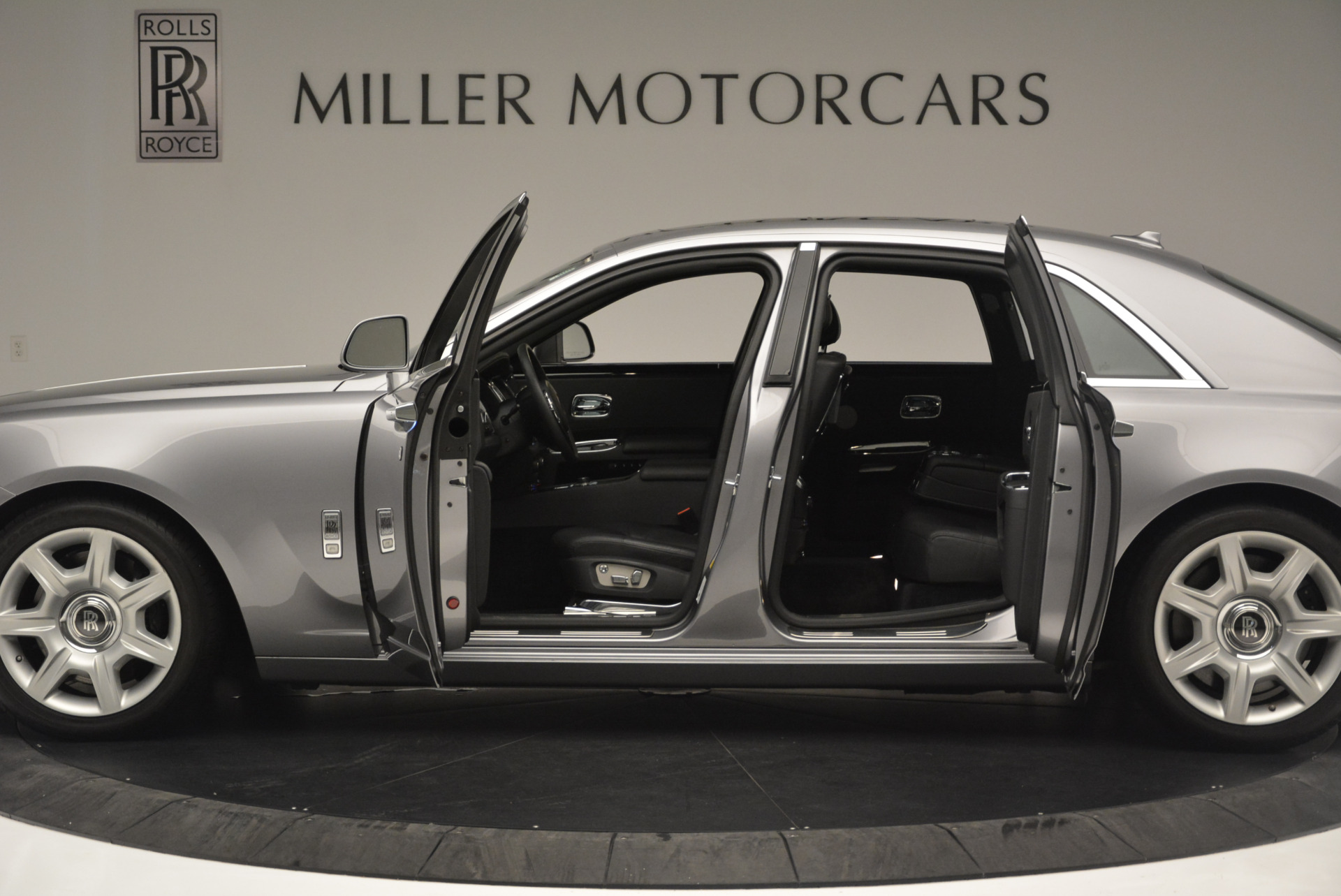 Used 2012 Rolls-Royce Ghost  For Sale In Greenwich, CT 2447_p3