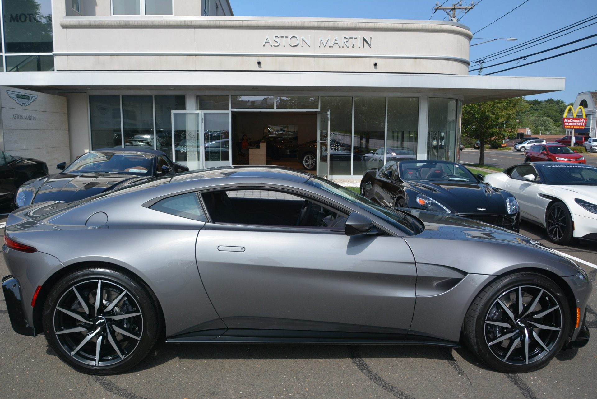 New 2019 Aston Martin Vantage  For Sale In Greenwich, CT 2452_p22