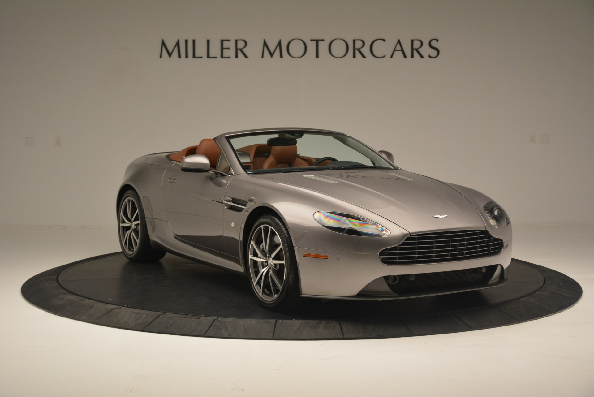 Used 2015 Aston Martin V8 Vantage Roadster For Sale In Greenwich, CT 2463_p11