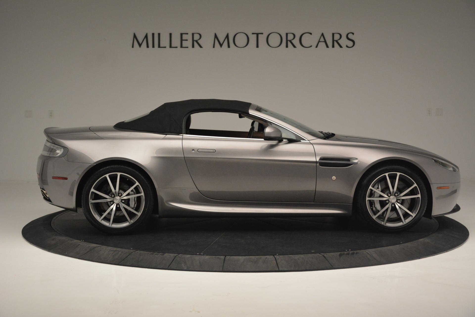 Used 2015 Aston Martin V8 Vantage Roadster For Sale In Greenwich, CT 2463_p16