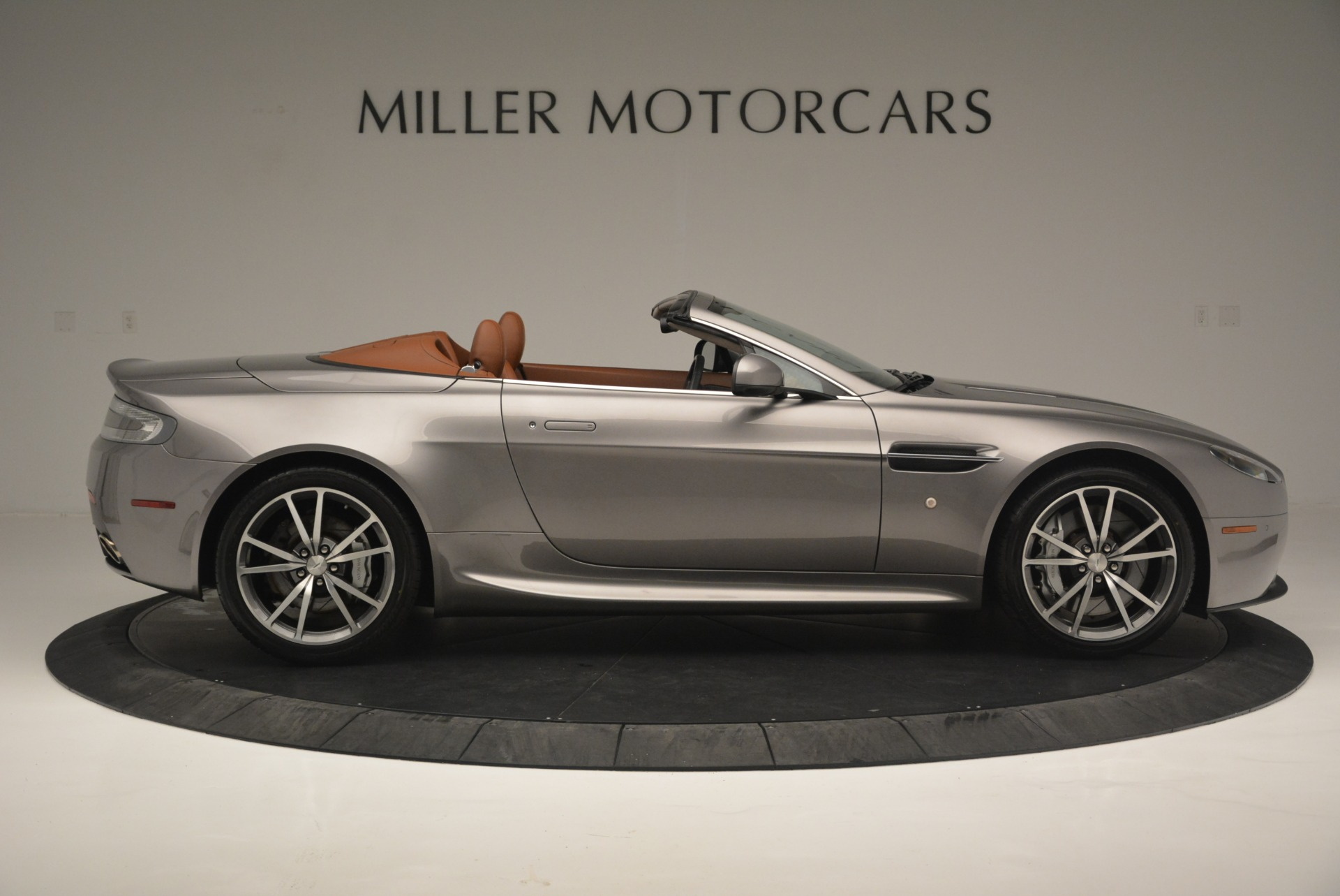 Used 2015 Aston Martin V8 Vantage Roadster For Sale In Greenwich, CT 2463_p9