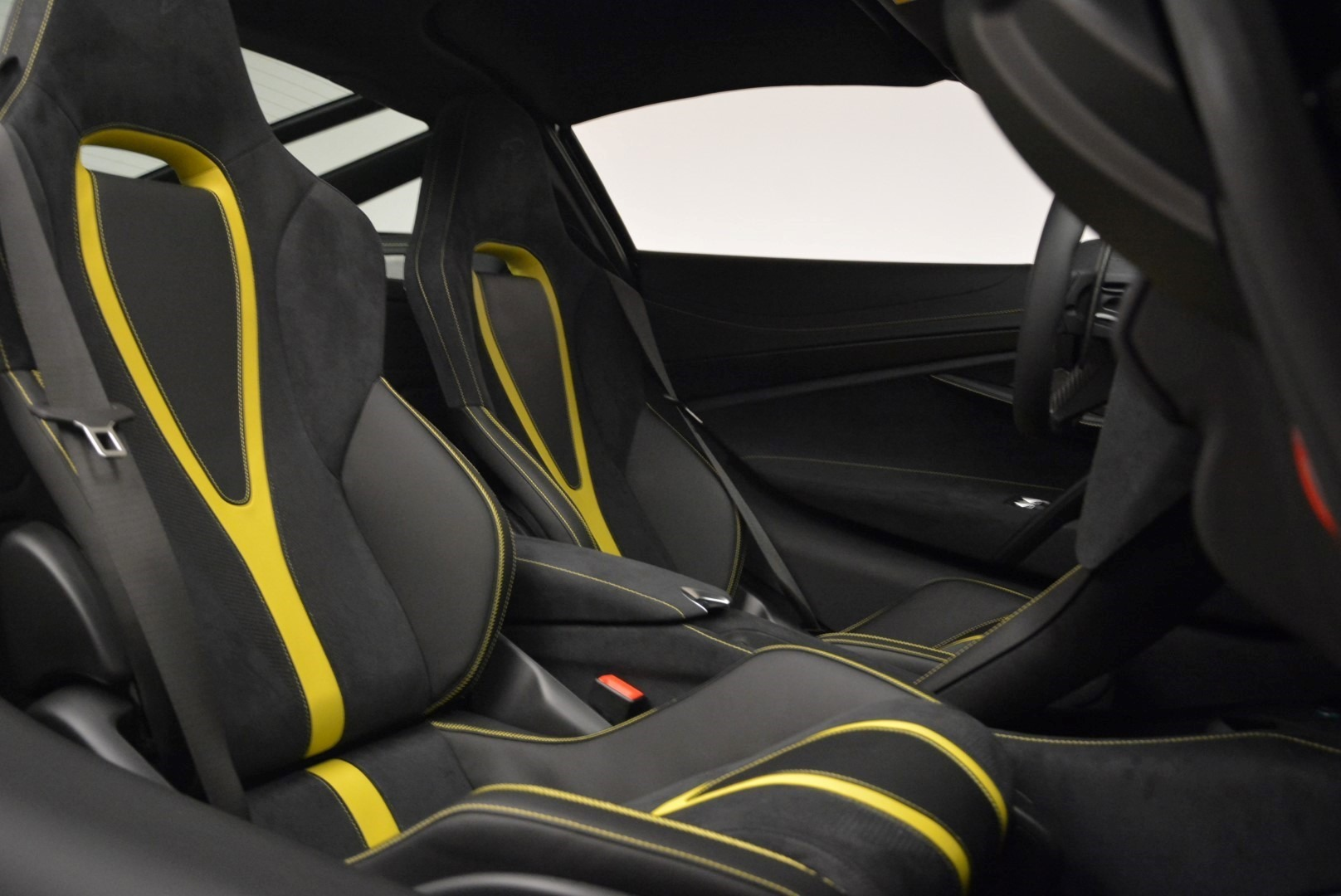 Used 2018 McLaren 720S Coupe For Sale In Greenwich, CT 2474_p20