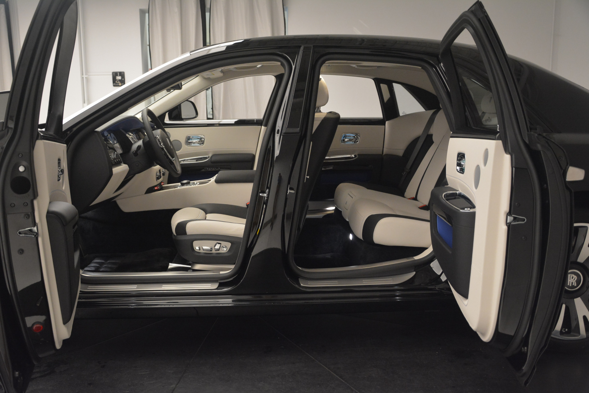 Used 2019 Rolls-Royce Ghost  For Sale In Greenwich, CT 2485_p18