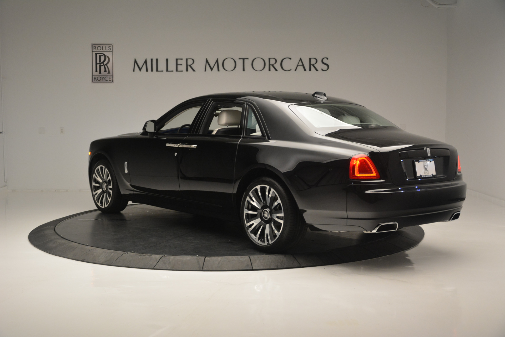 Used 2019 Rolls-Royce Ghost  For Sale In Greenwich, CT 2485_p4