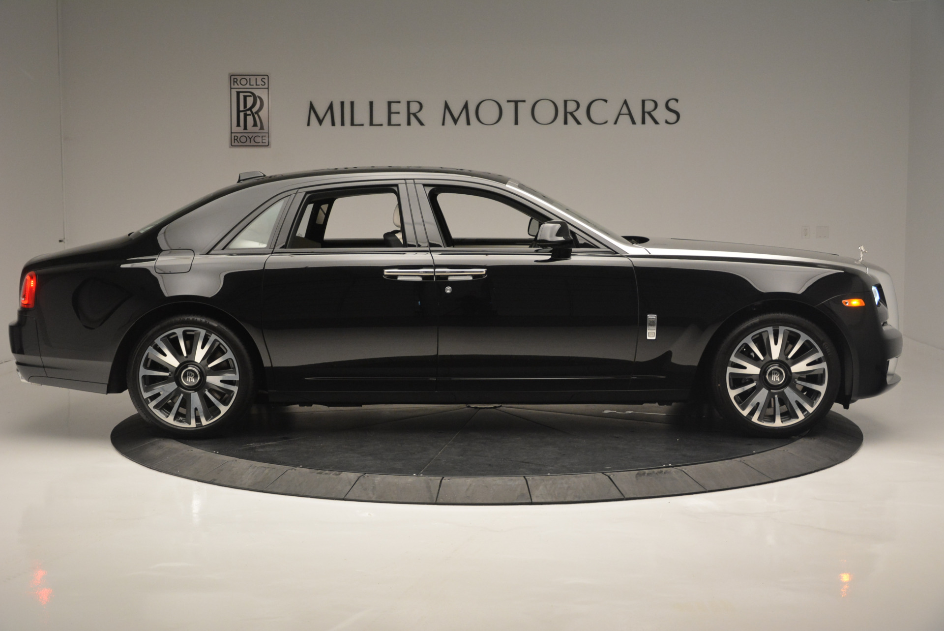 Used 2019 Rolls-Royce Ghost  For Sale In Greenwich, CT 2485_p7