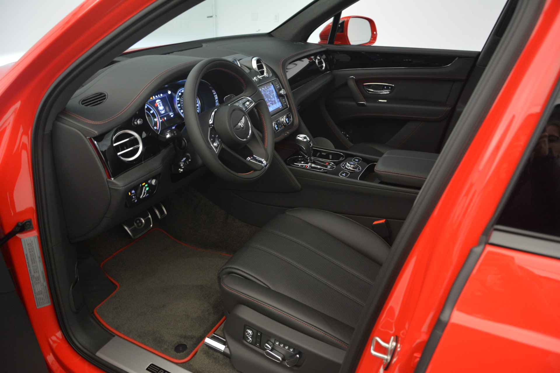 New 2019 BENTLEY Bentayga V8 For Sale In Greenwich, CT 2536_p21
