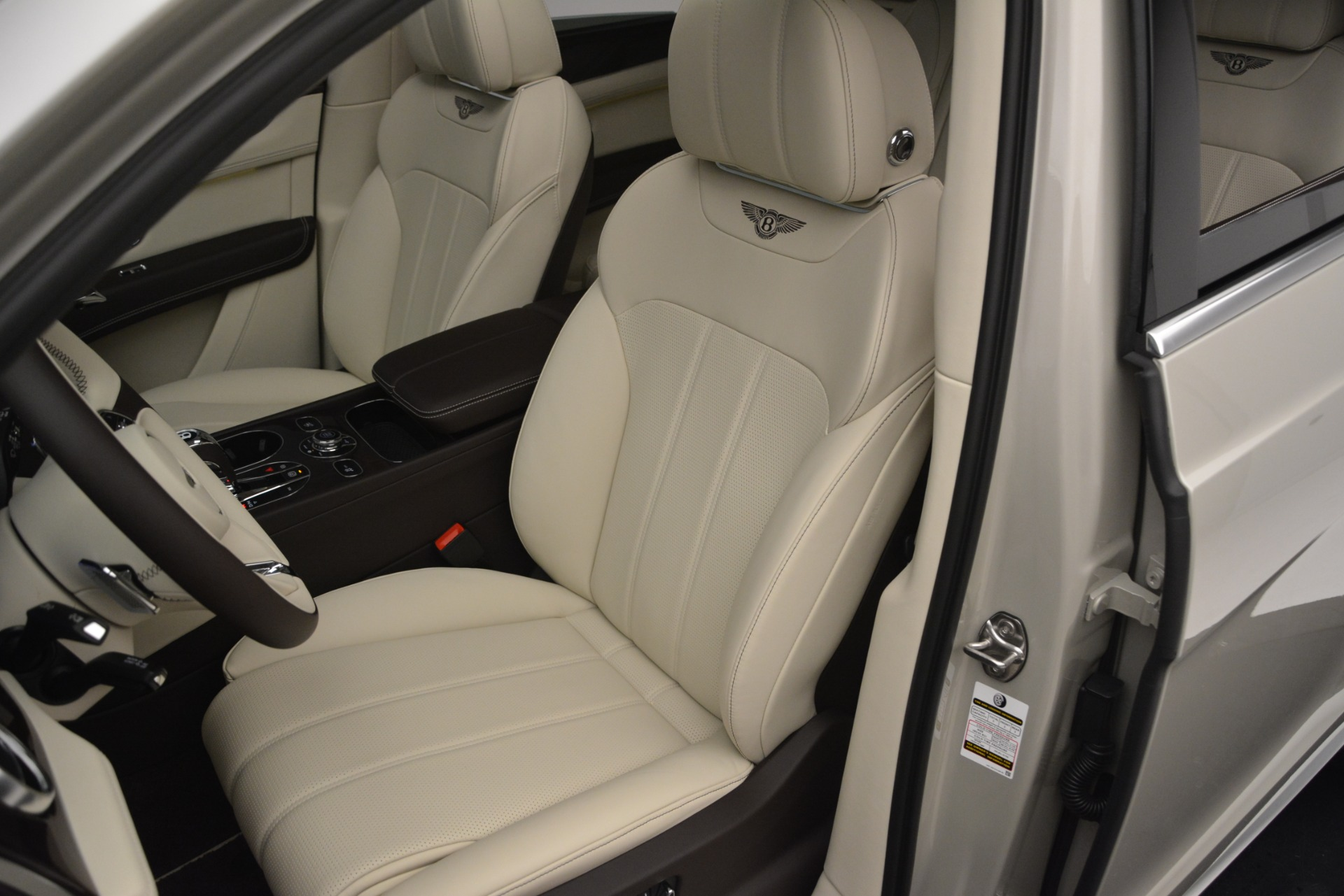 New 2019 Bentley Bentayga V8 For Sale In Greenwich, CT 2538_p19