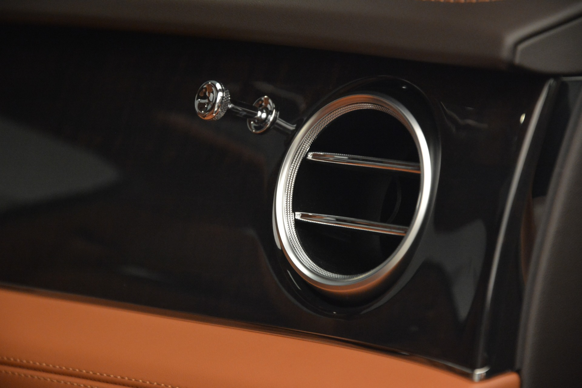 New 2019 Bentley Bentayga V8 For Sale In Greenwich, CT 2539_p26