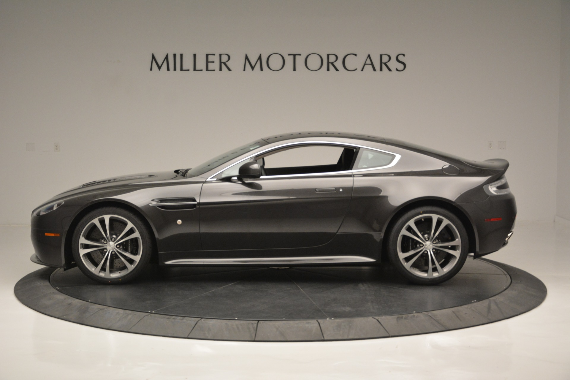 Used 2012 Aston Martin V12 Vantage Coupe For Sale In Greenwich, CT 2544_p3