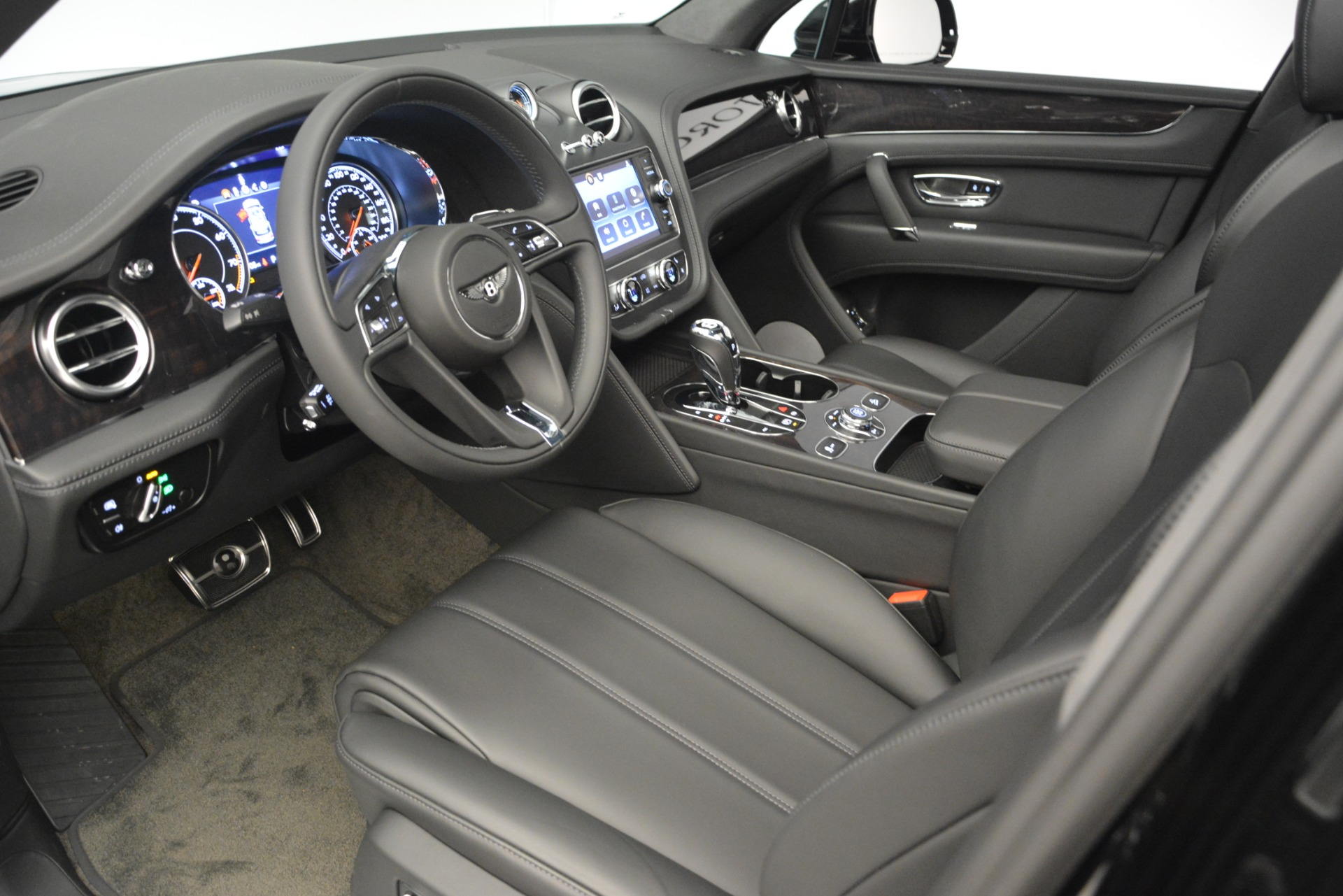 New 2019 Bentley Bentayga V8 For Sale In Greenwich, CT 2545_p17