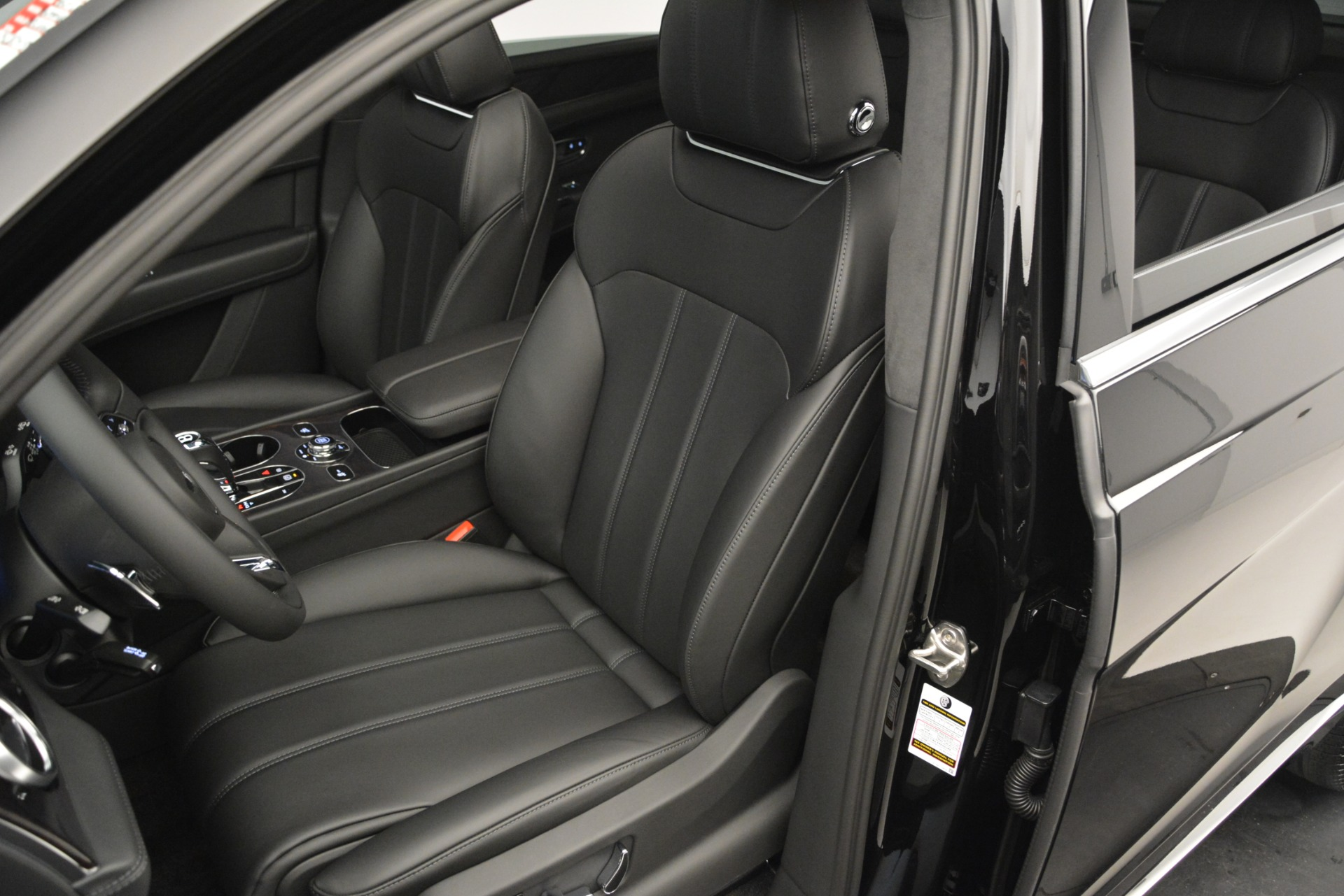New 2019 Bentley Bentayga V8 For Sale In Greenwich, CT 2545_p19