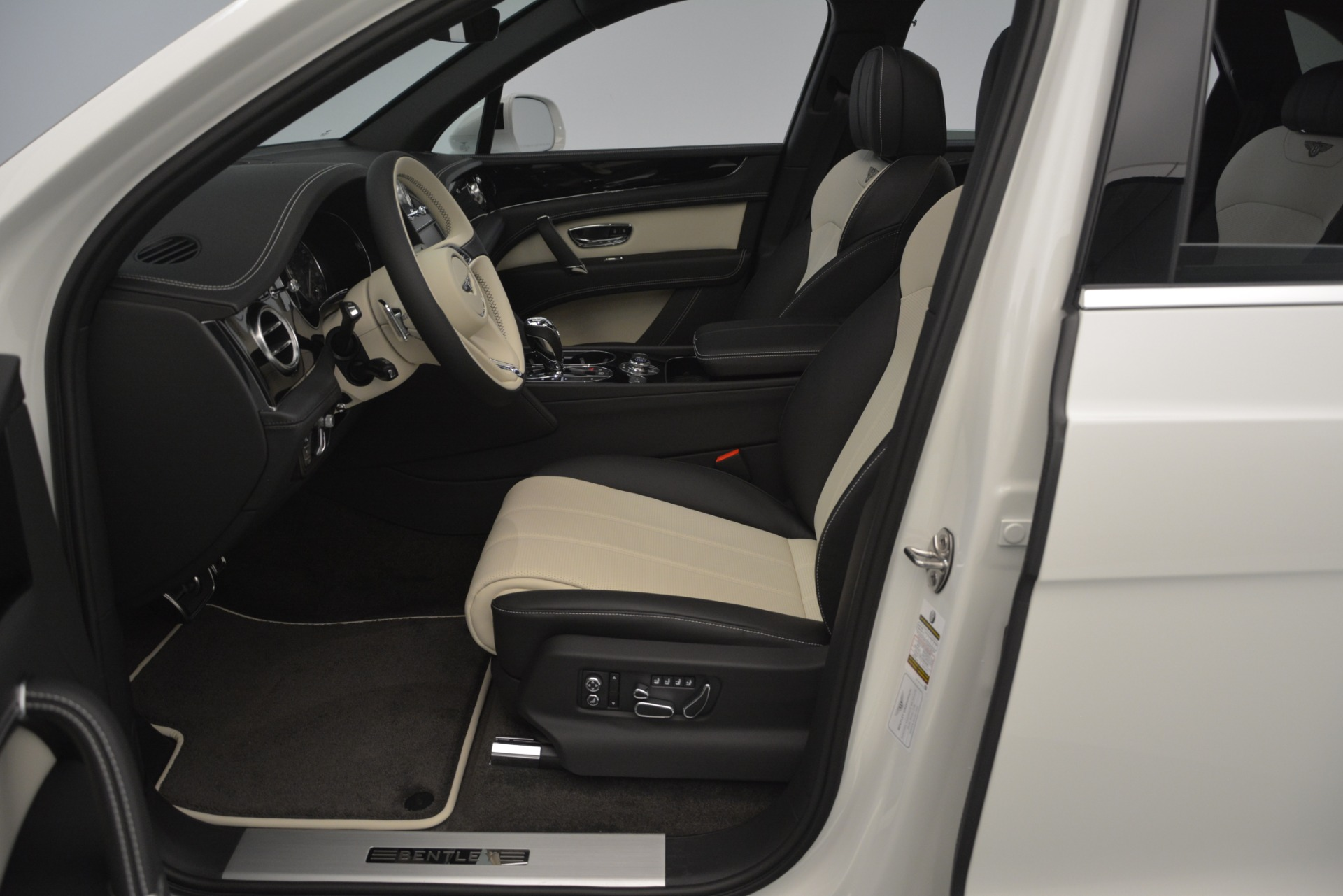 New 2019 Bentley Bentayga V8 For Sale In Greenwich, CT 2550_p19