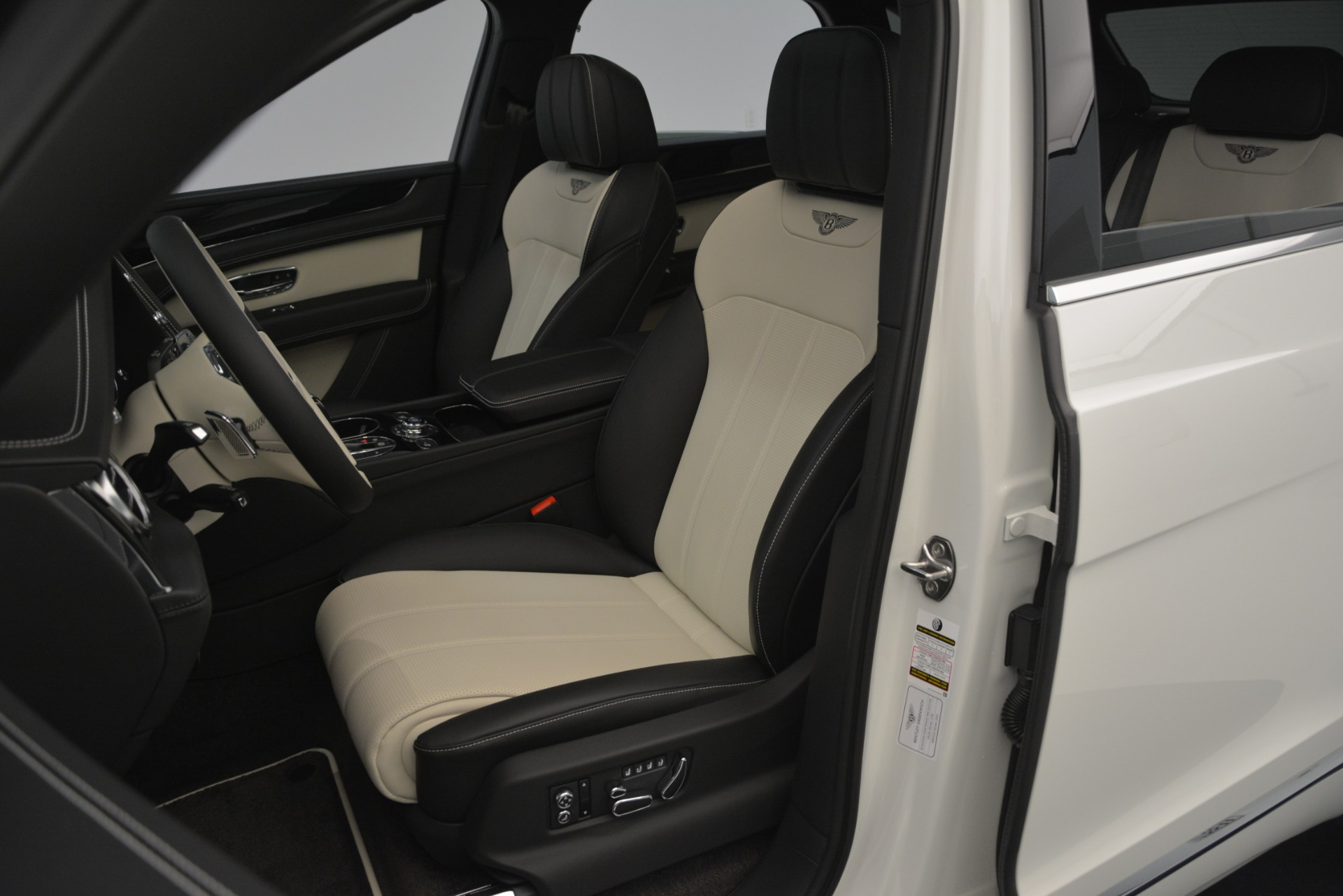 New 2019 Bentley Bentayga V8 For Sale In Greenwich, CT 2550_p20