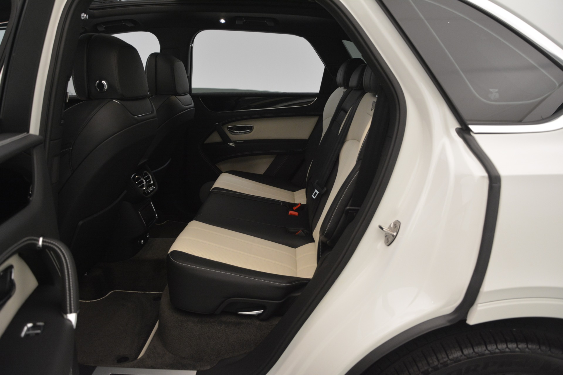 New 2019 Bentley Bentayga V8 For Sale In Greenwich, CT 2550_p27