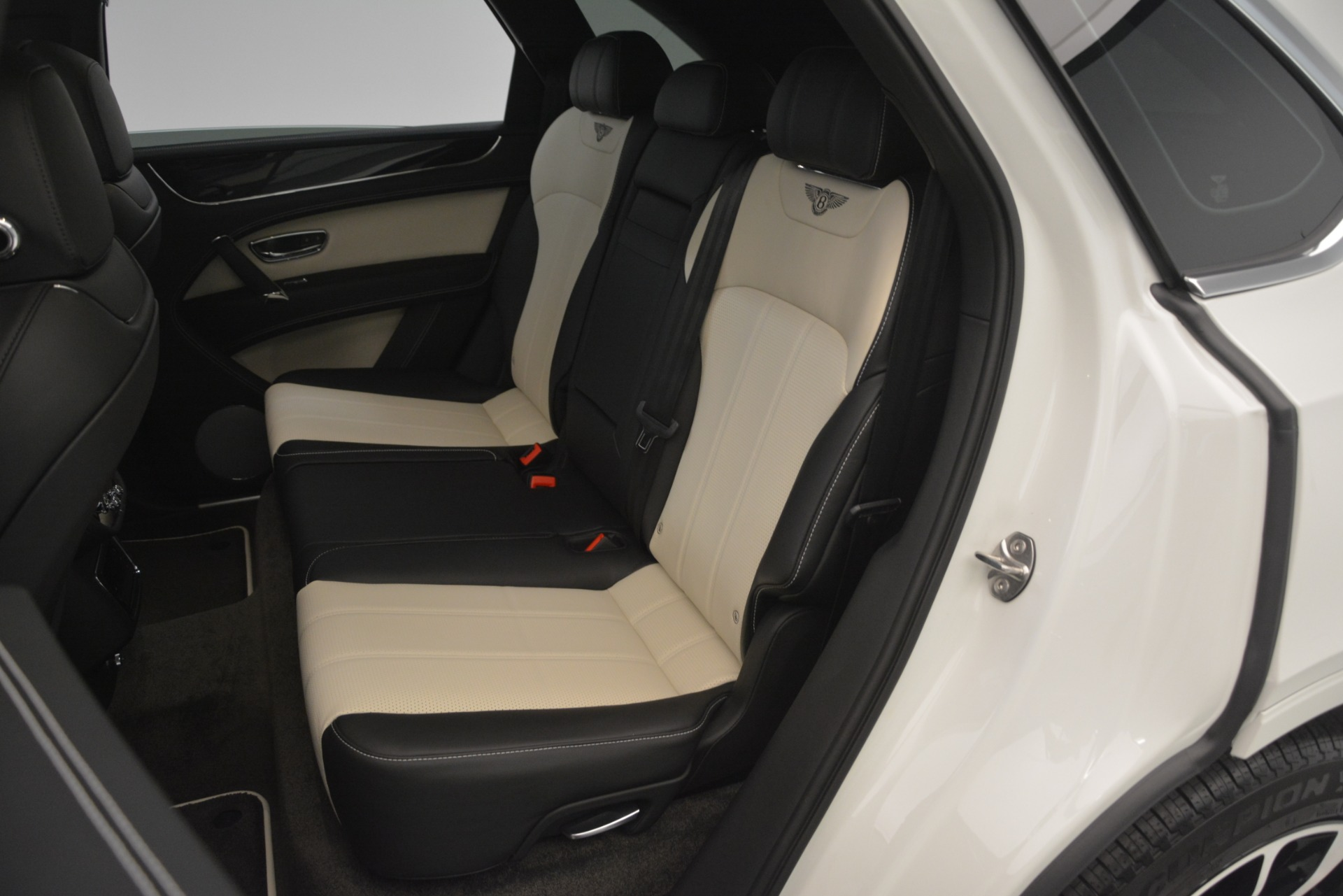 New 2019 Bentley Bentayga V8 For Sale In Greenwich, CT 2550_p28
