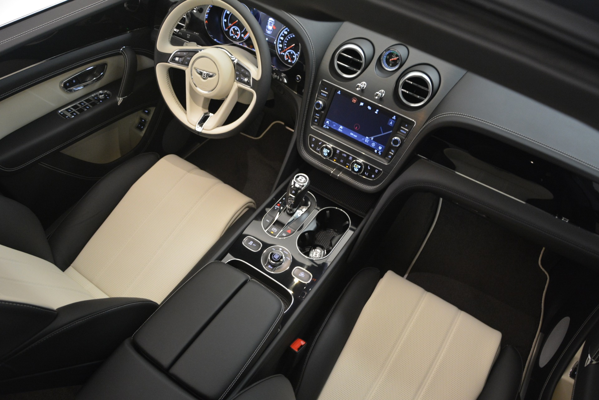New 2019 Bentley Bentayga V8 For Sale In Greenwich, CT 2550_p29