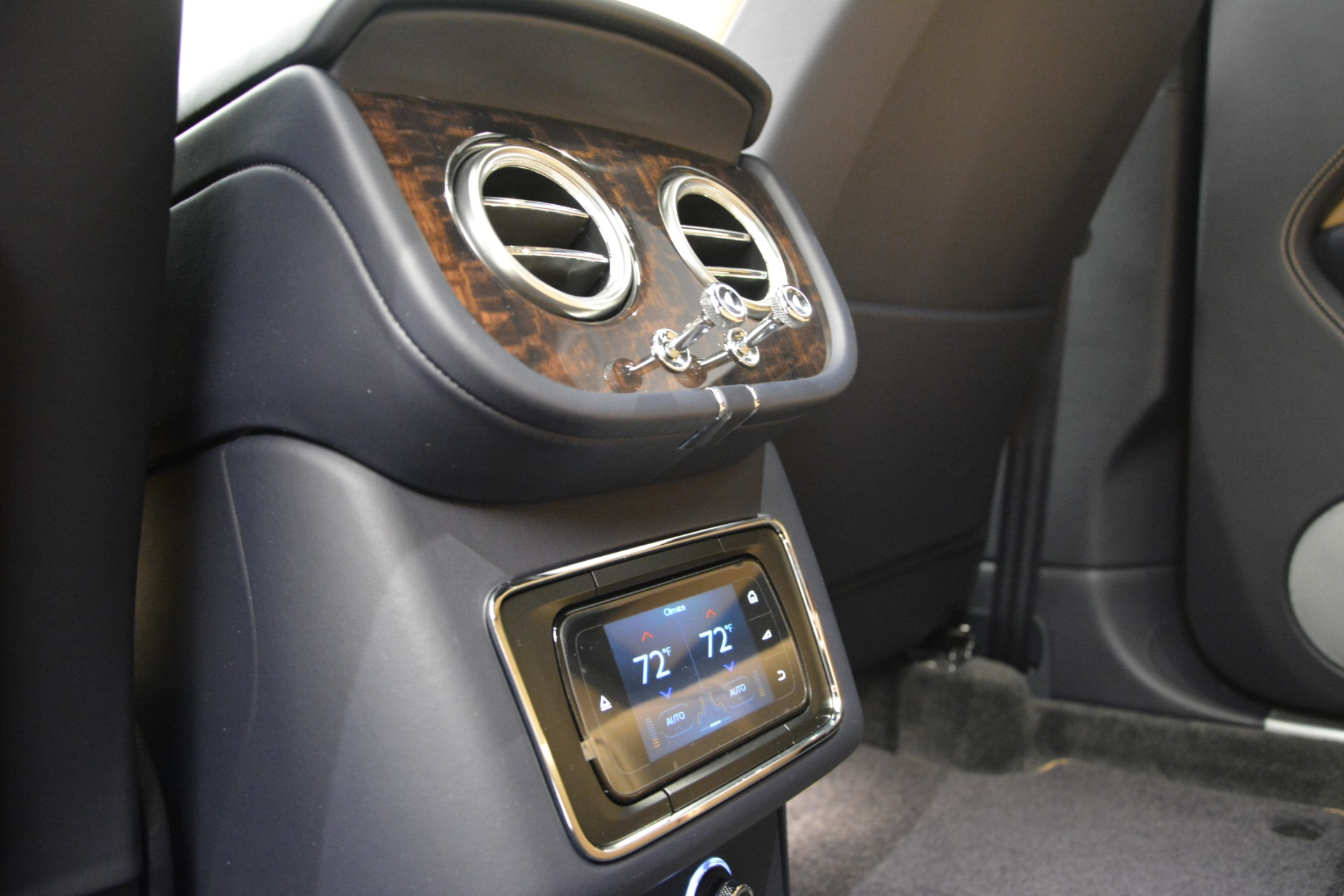 New 2019 Bentley Bentayga V8 For Sale In Greenwich, CT 2551_p26