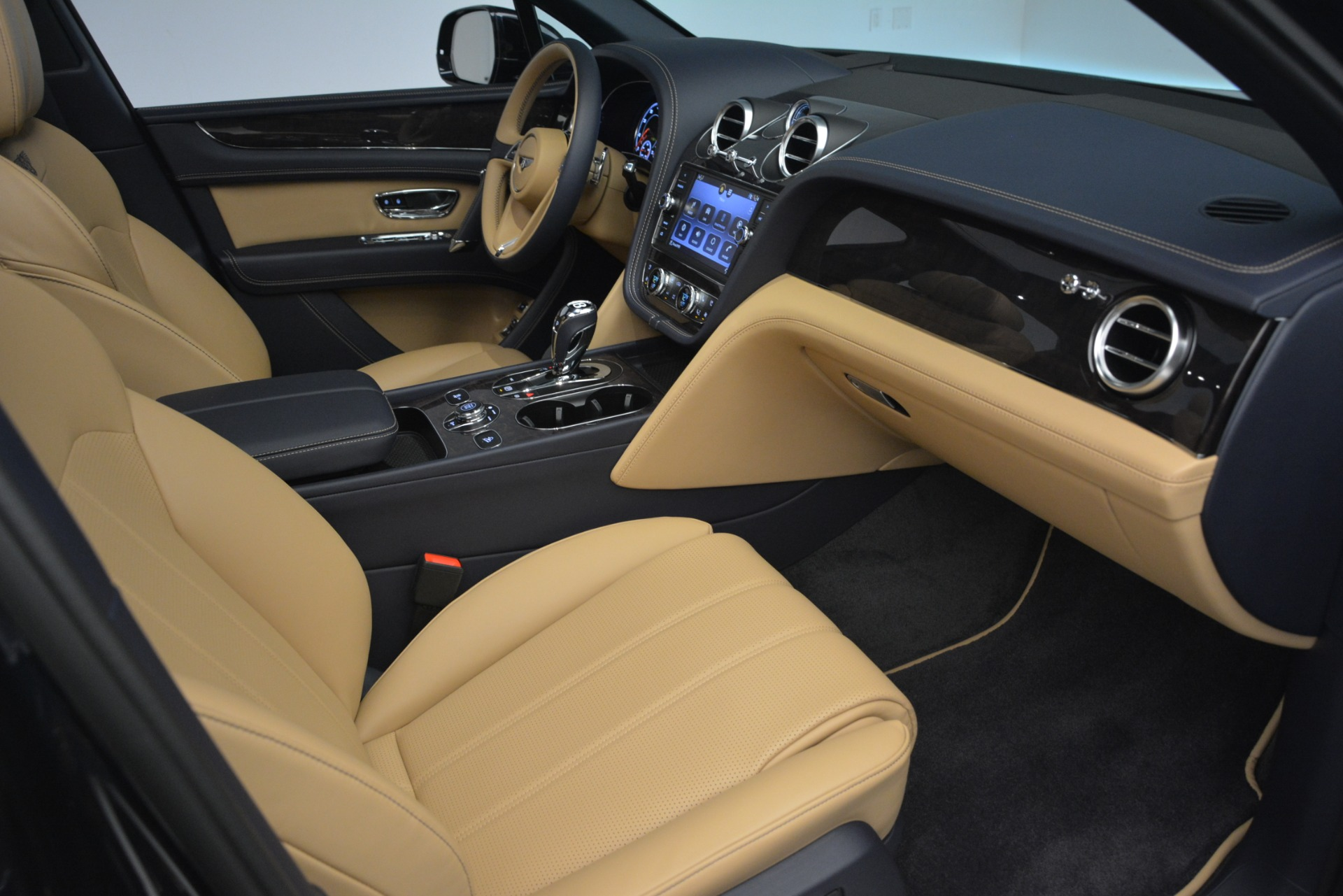 New 2019 Bentley Bentayga V8 For Sale In Greenwich, CT 2551_p27