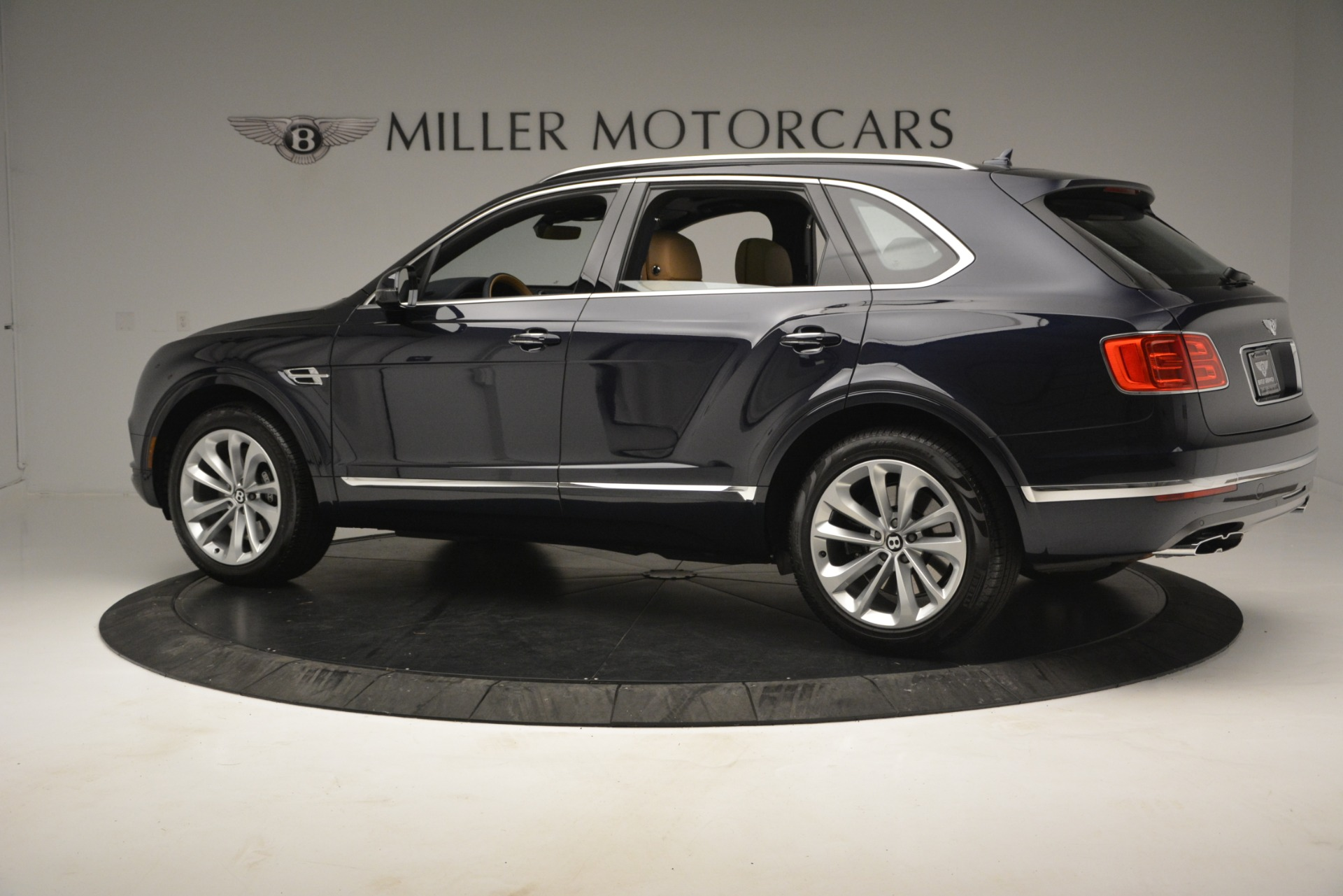 New 2019 Bentley Bentayga V8 For Sale In Greenwich, CT 2551_p4
