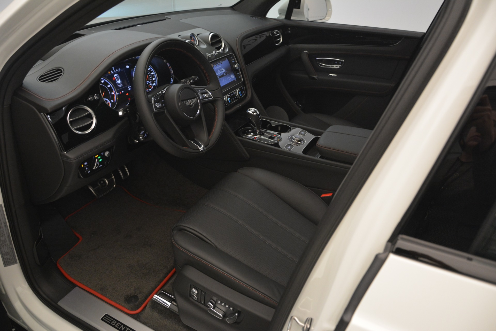 New 2019 Bentley Bentayga V8 For Sale In Greenwich, CT 2553_p19