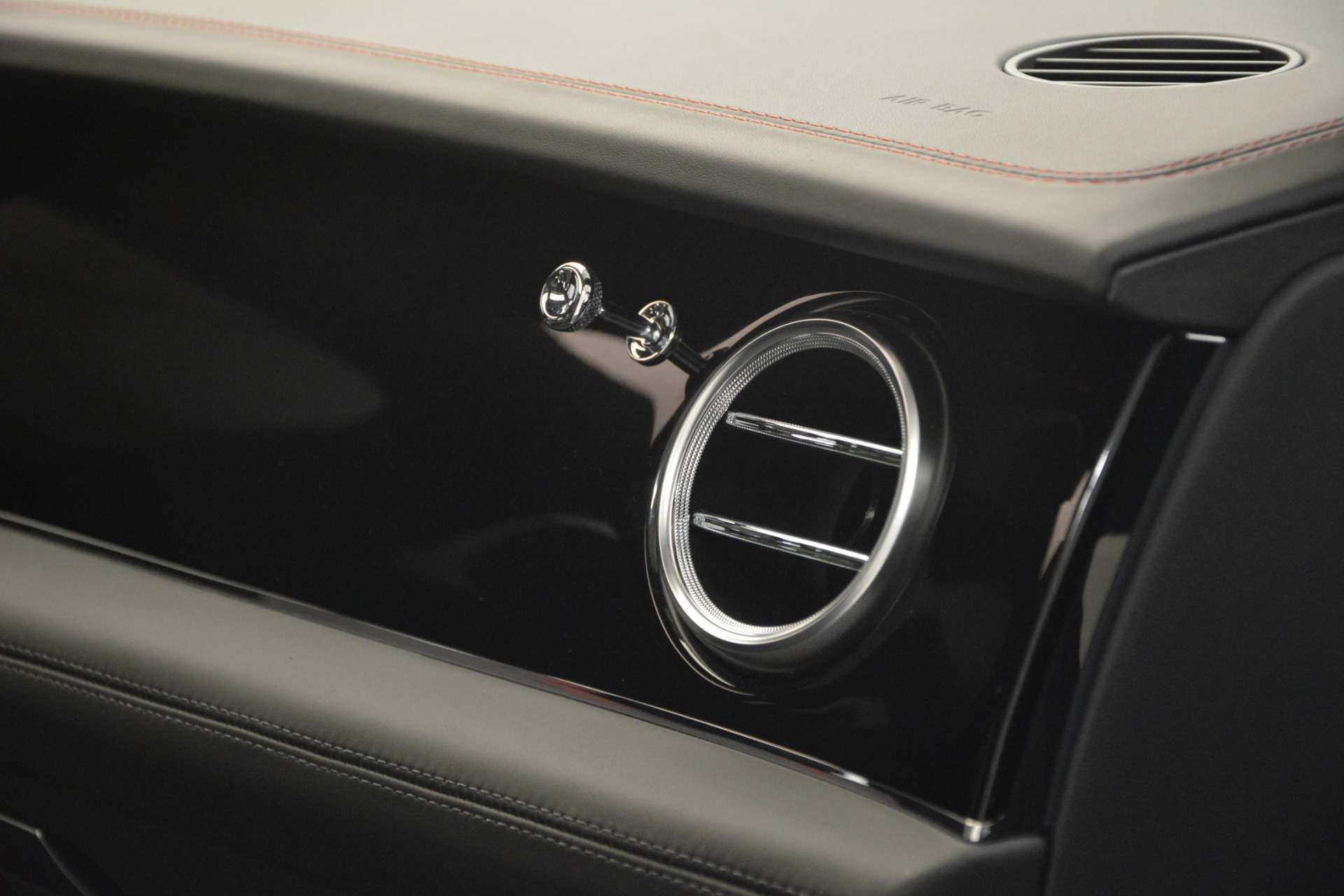 New 2019 Bentley Bentayga V8 For Sale In Greenwich, CT 2553_p24
