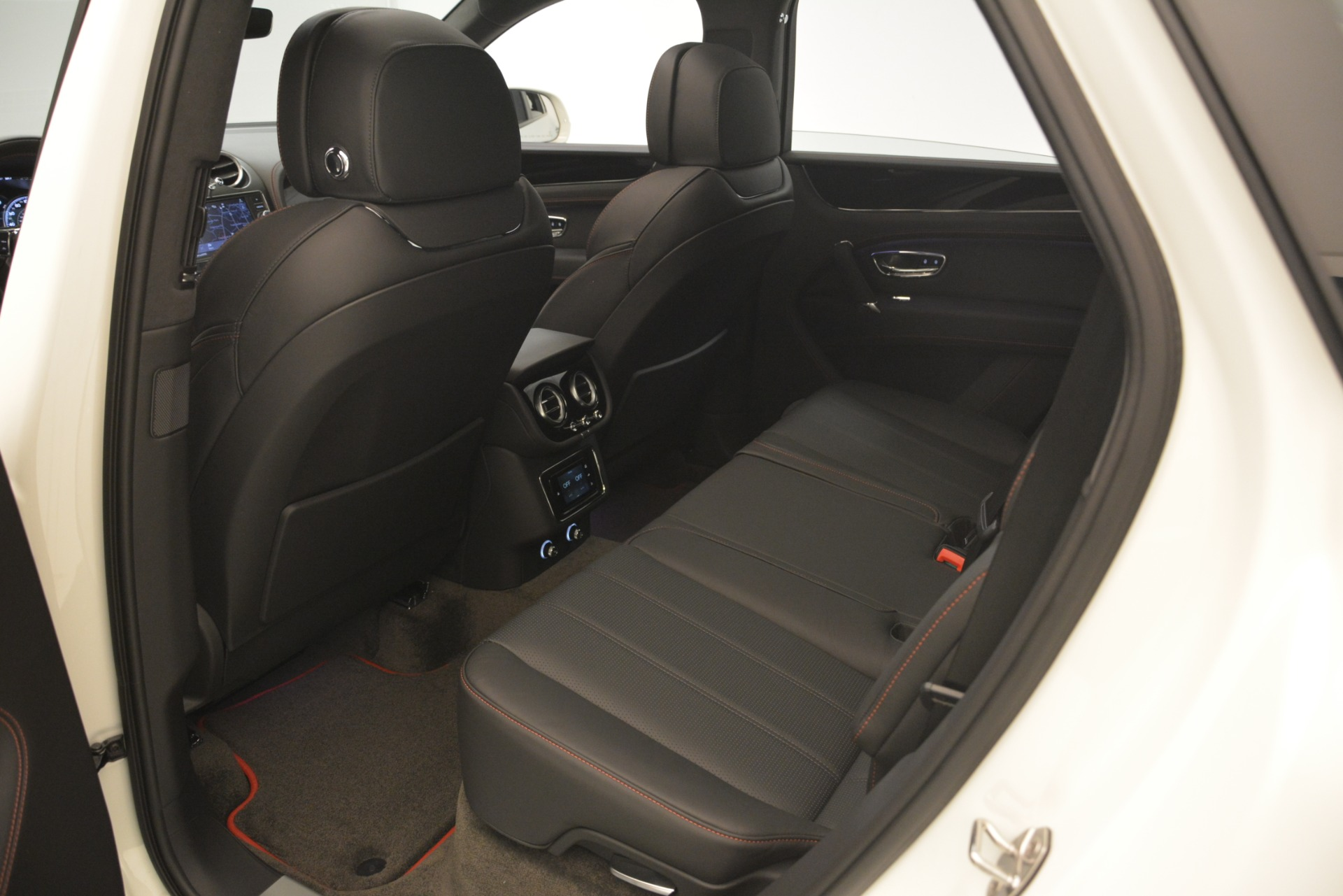 New 2019 Bentley Bentayga V8 For Sale In Greenwich, CT 2553_p25