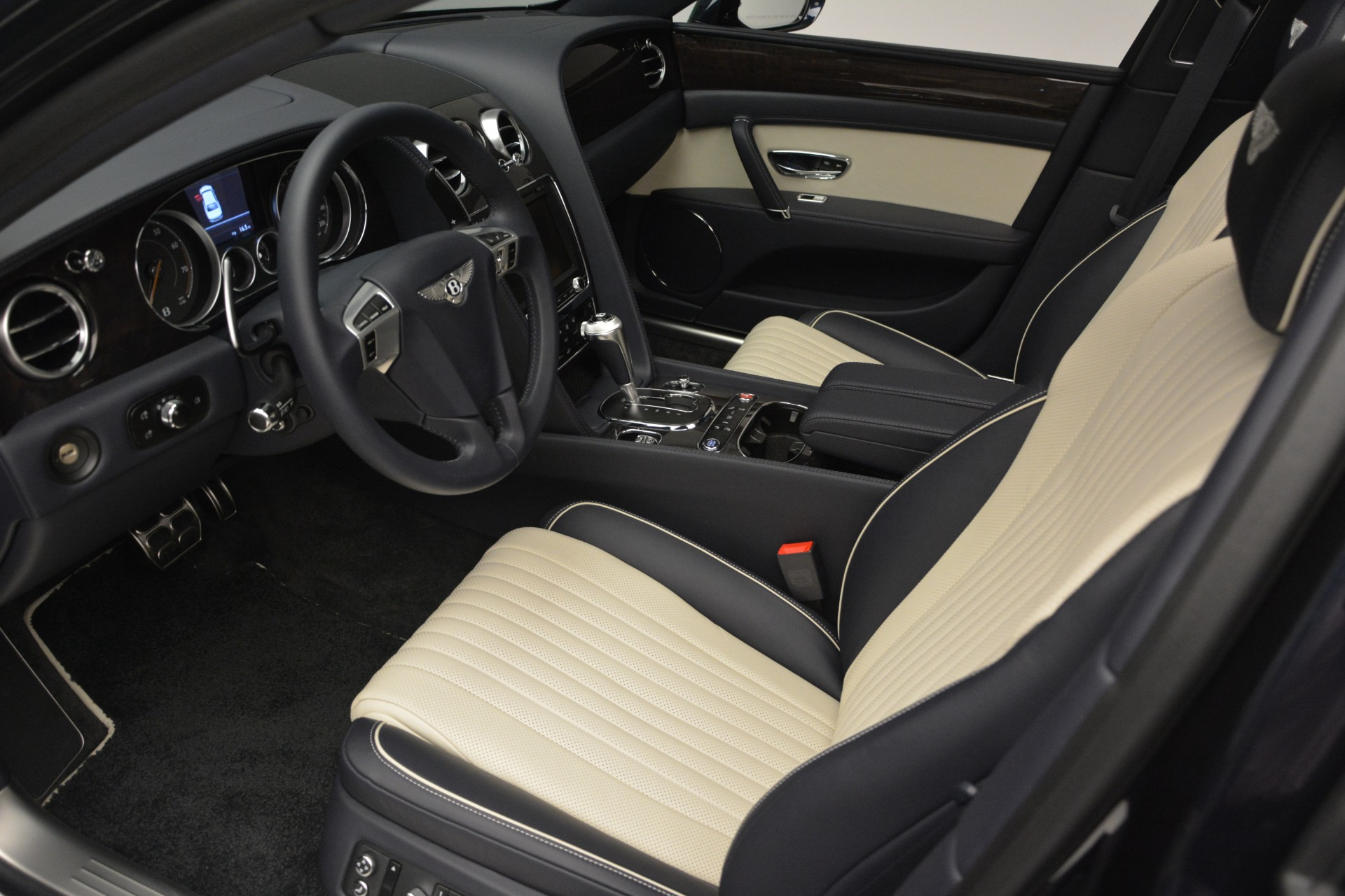 New 2018 Bentley Flying Spur V8 For Sale In Greenwich, CT 2572_p16