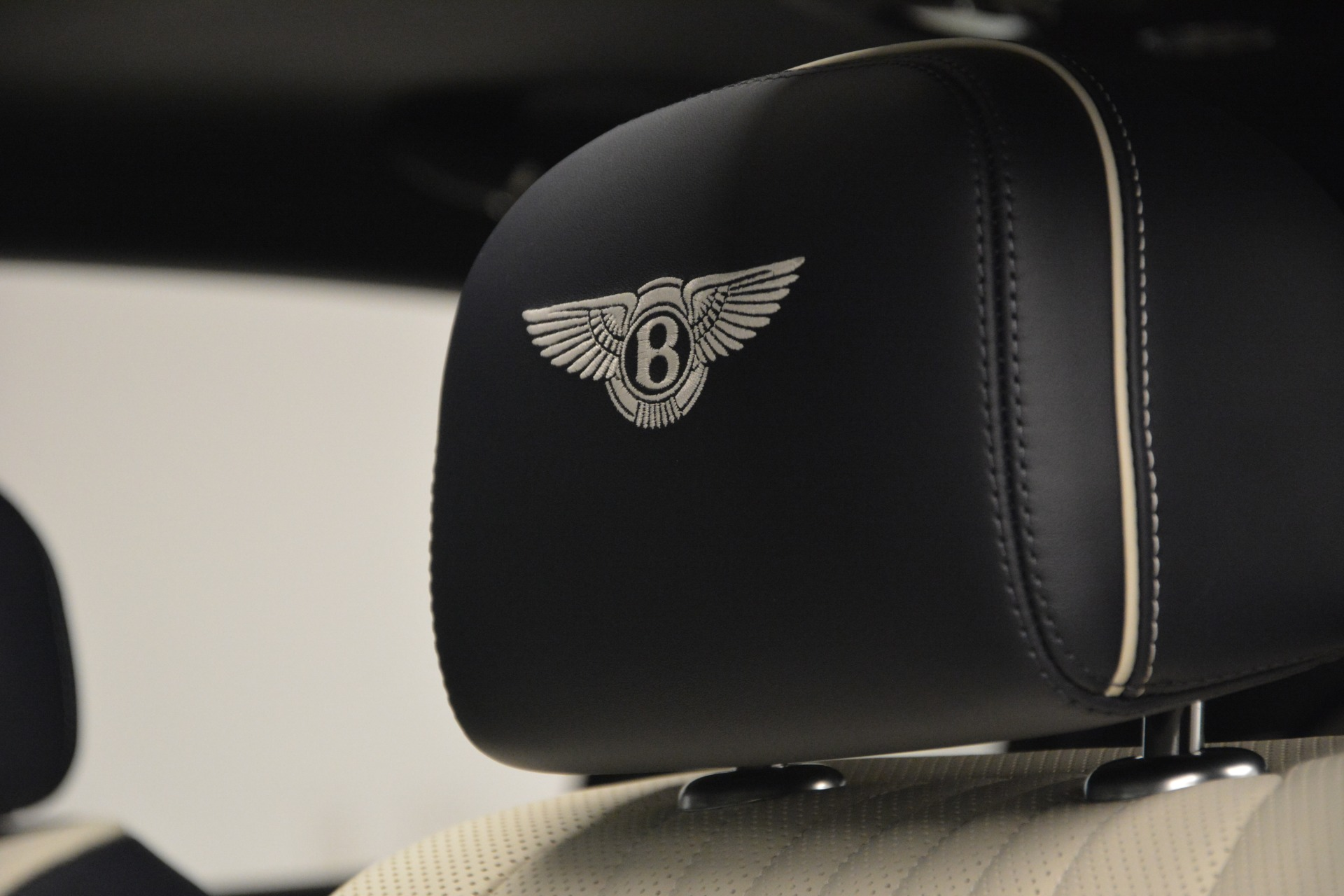 New 2018 Bentley Flying Spur V8 For Sale In Greenwich, CT 2572_p19