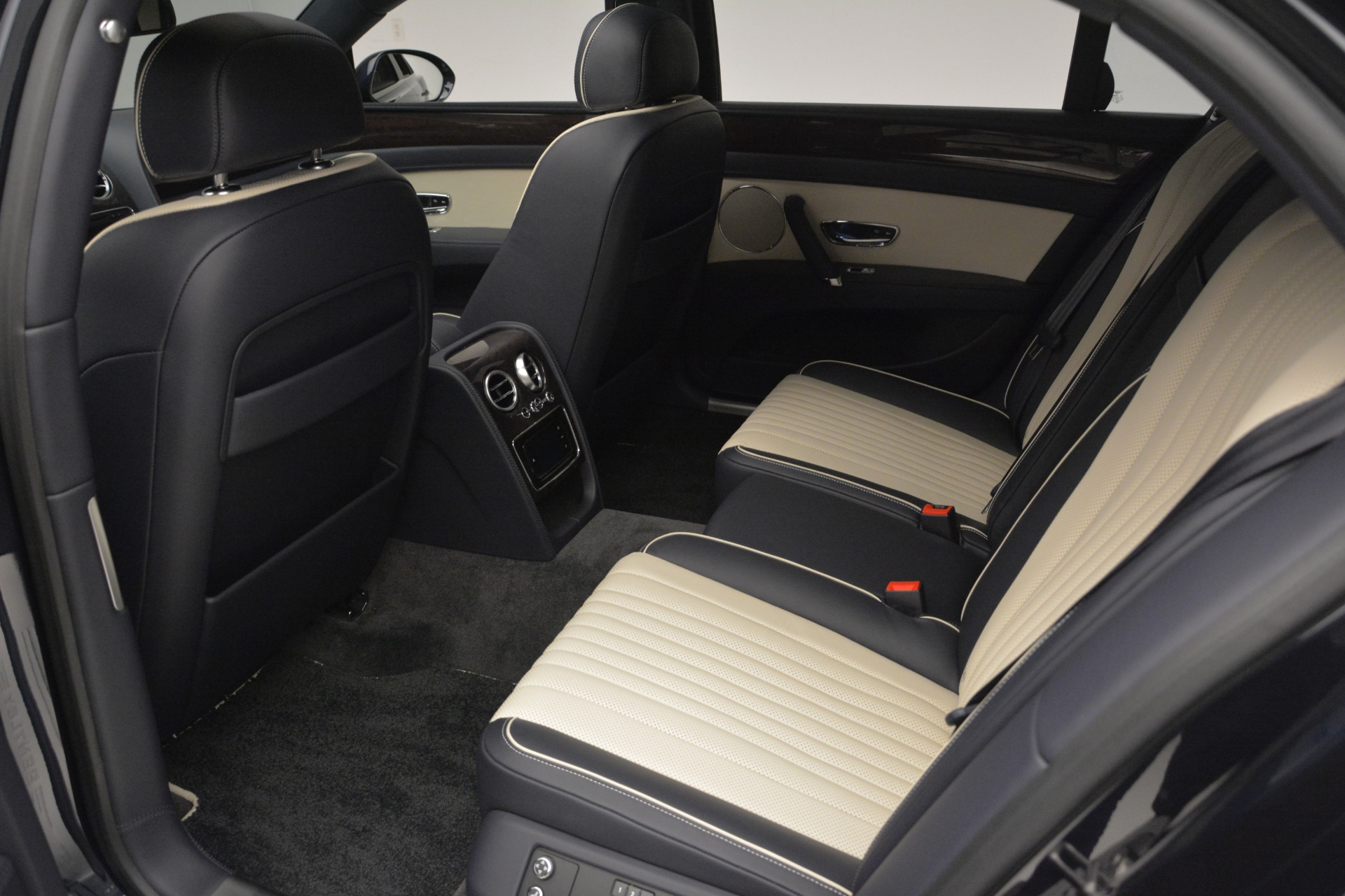 New 2018 Bentley Flying Spur V8 For Sale In Greenwich, CT 2572_p20