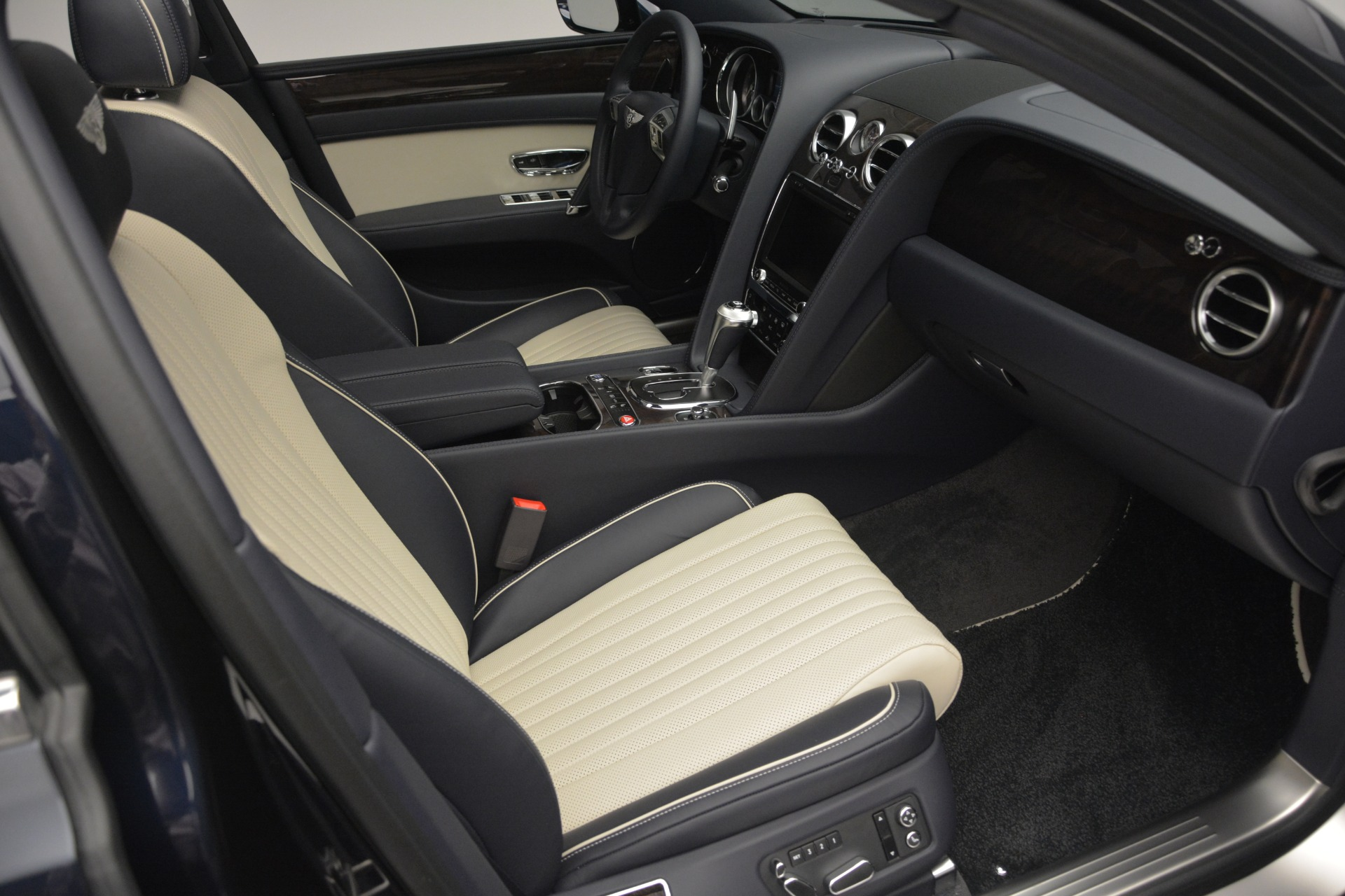 New 2018 Bentley Flying Spur V8 For Sale In Greenwich, CT 2572_p25
