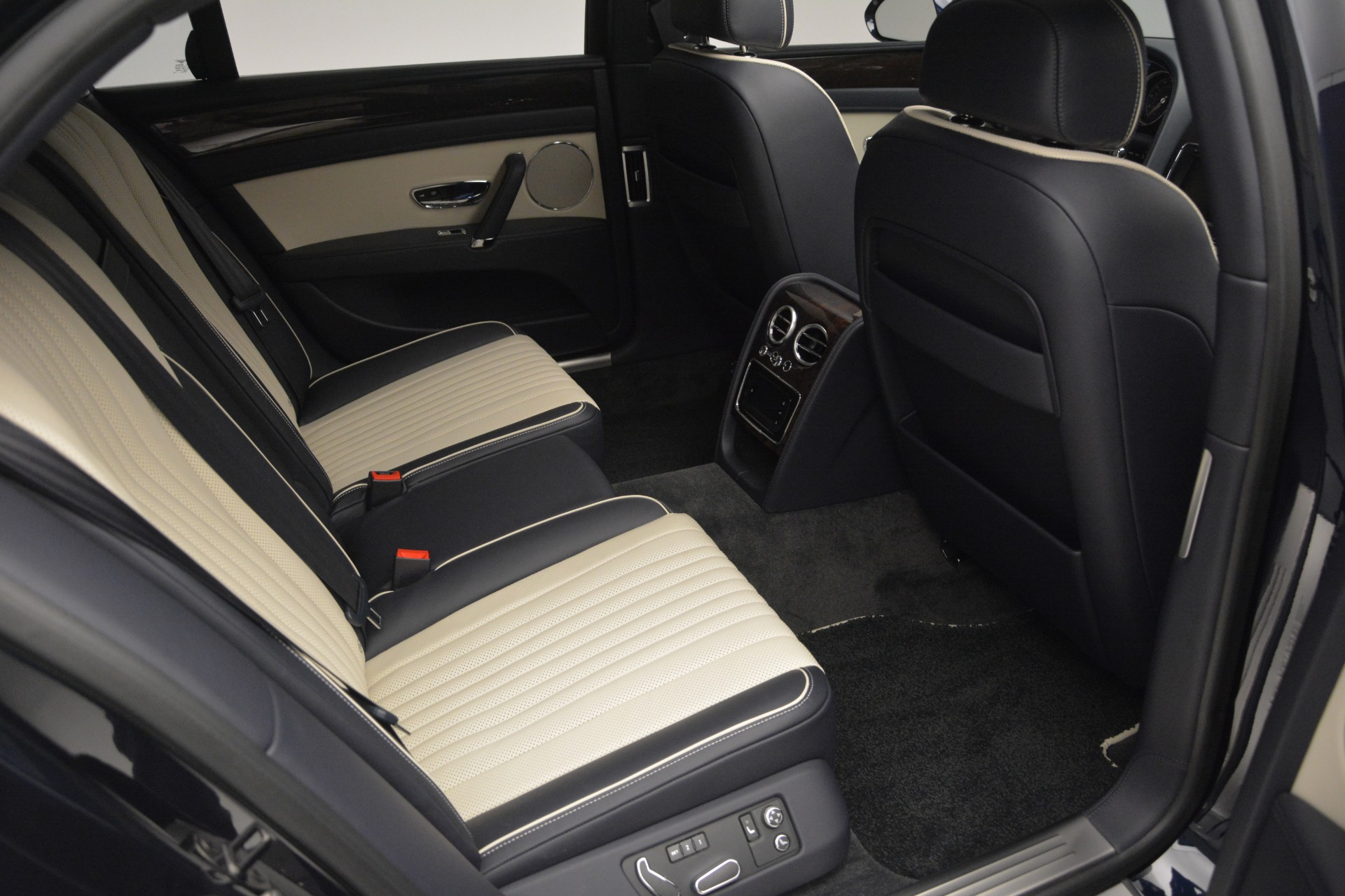 New 2018 Bentley Flying Spur V8 For Sale In Greenwich, CT 2572_p28