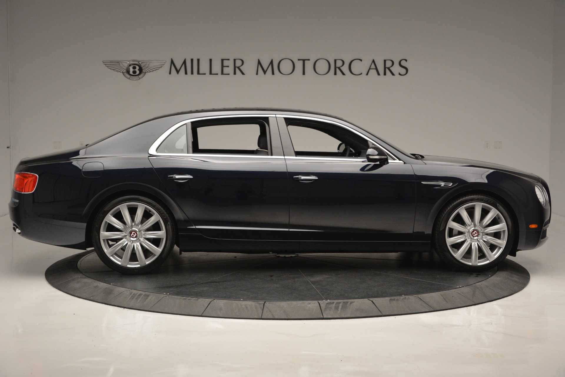 New 2018 Bentley Flying Spur V8 For Sale In Greenwich, CT 2572_p9
