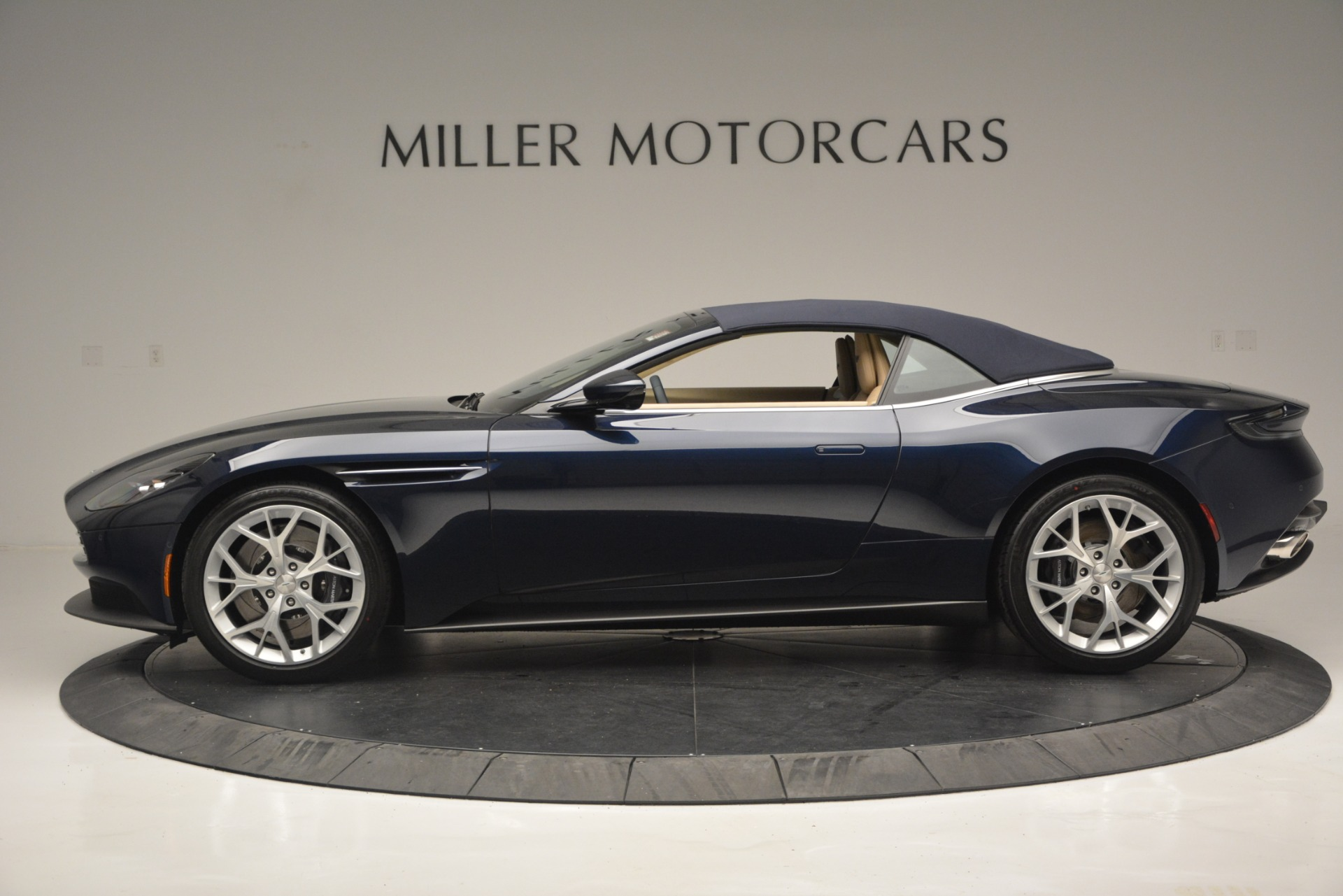 New 2019 Aston Martin DB11 Volante Volante For Sale In Greenwich, CT 2594_p15