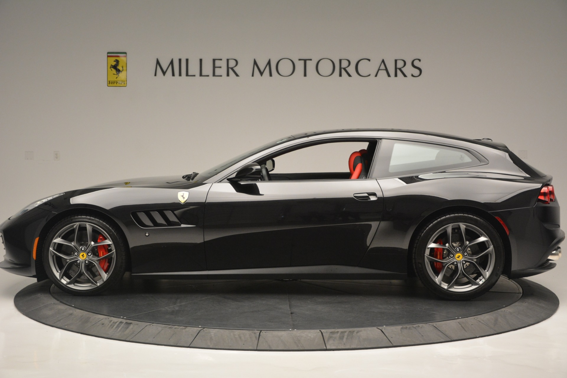 Used 2018 Ferrari GTC4LussoT V8 For Sale In Greenwich, CT 2598_p3