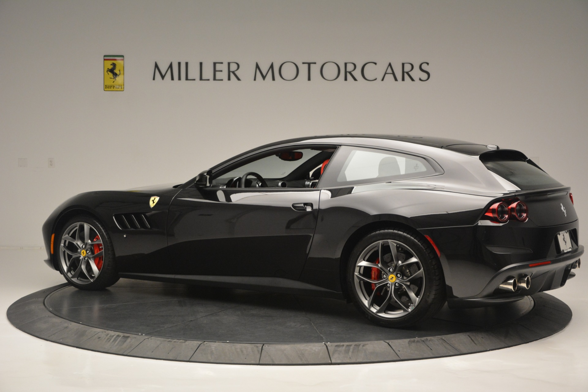 Used 2018 Ferrari GTC4LussoT V8 For Sale In Greenwich, CT 2598_p4