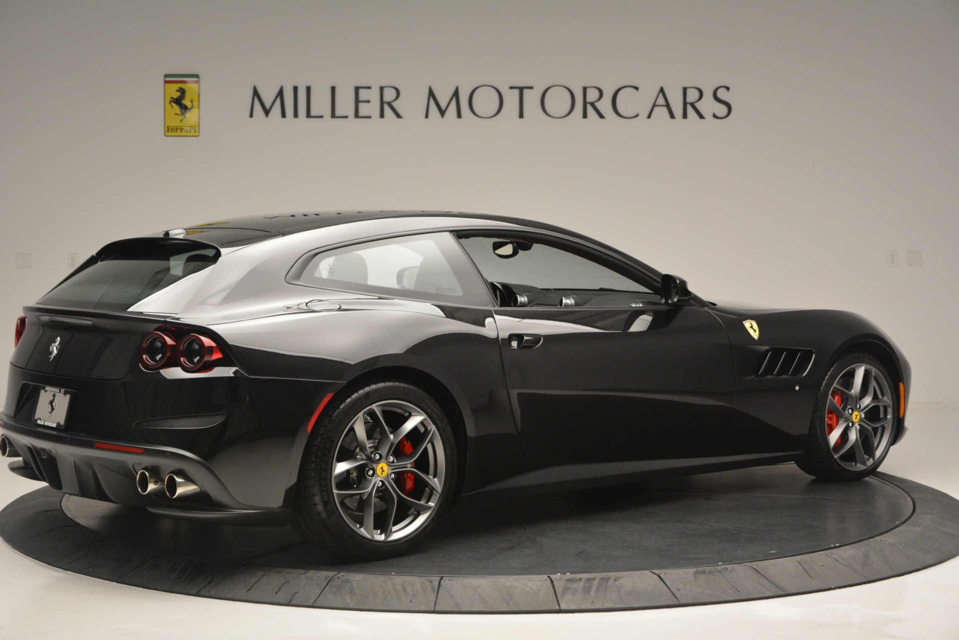 Used 2018 Ferrari GTC4LussoT V8 For Sale In Greenwich, CT 2598_p8