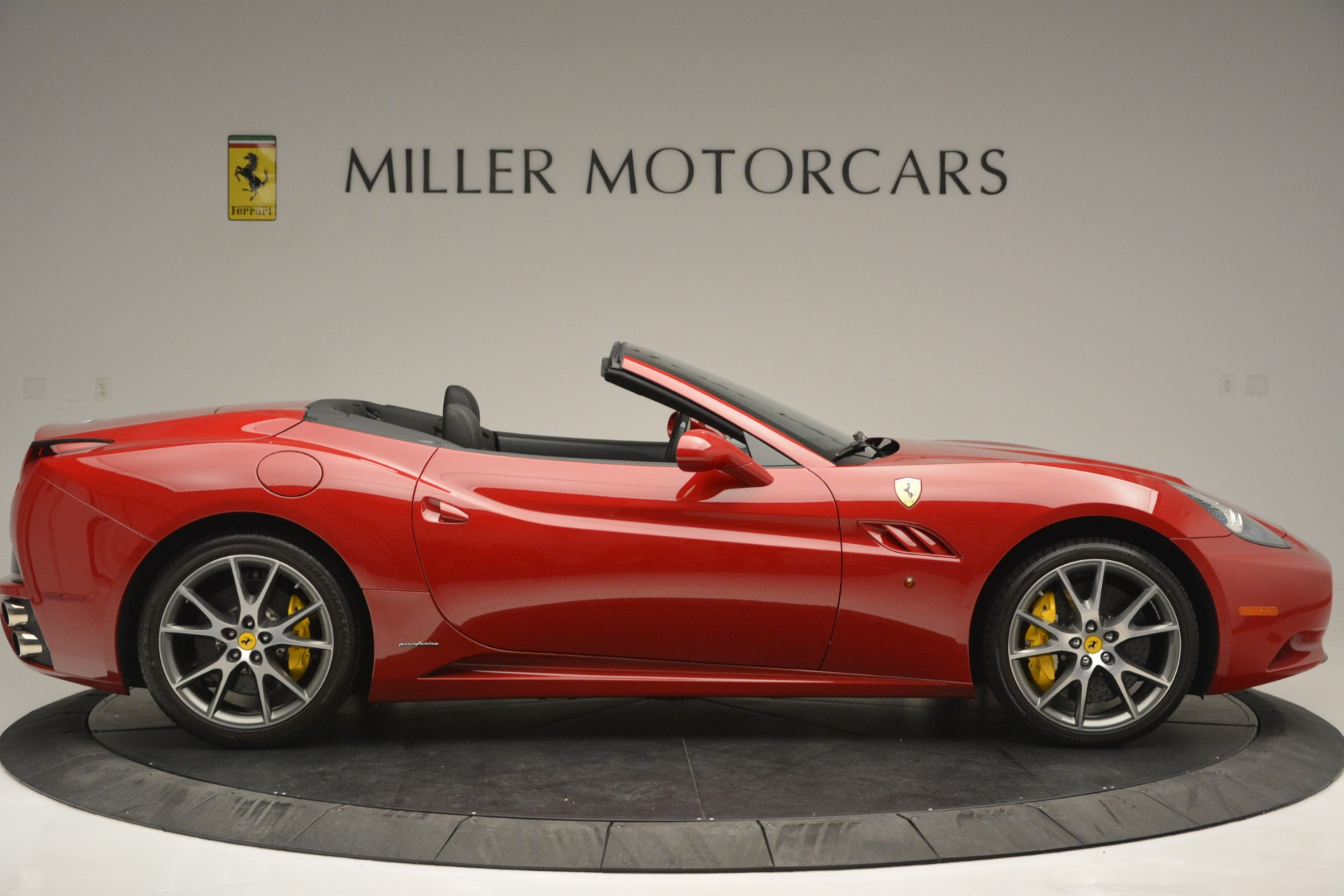 Used 2011 Ferrari California  For Sale In Greenwich, CT 2618_p10