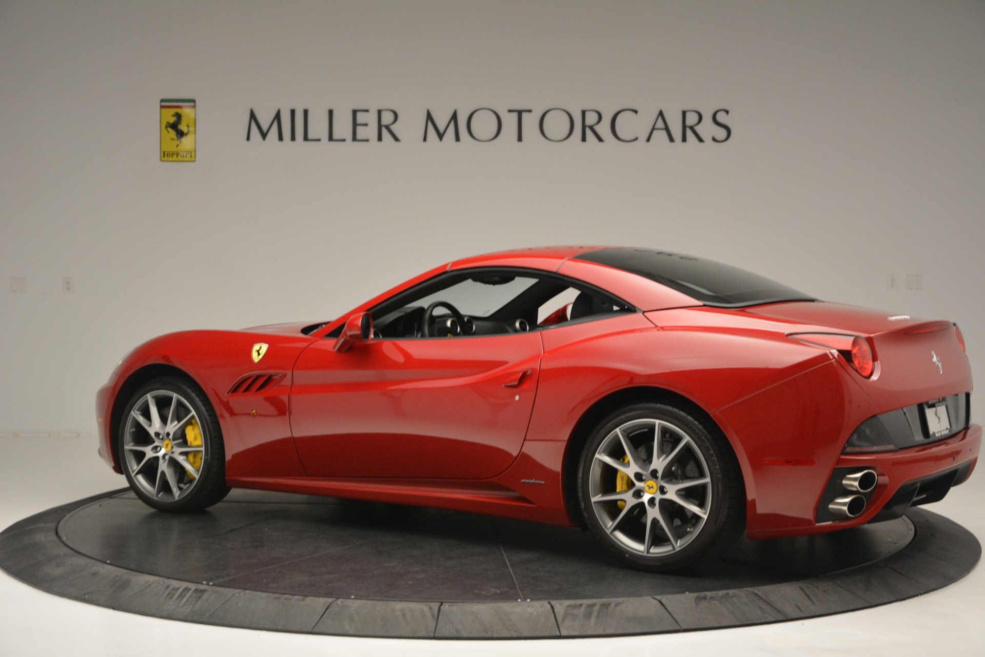 Used 2011 Ferrari California  For Sale In Greenwich, CT 2618_p15