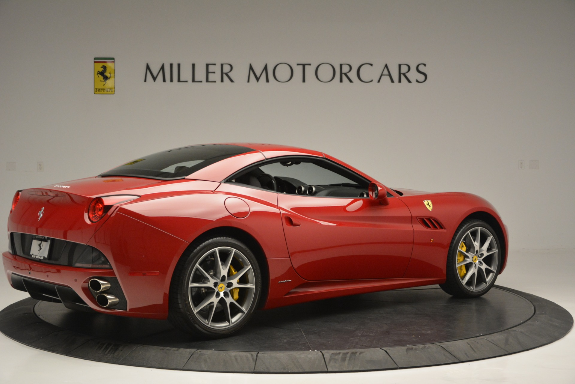 Used 2011 Ferrari California  For Sale In Greenwich, CT 2618_p16